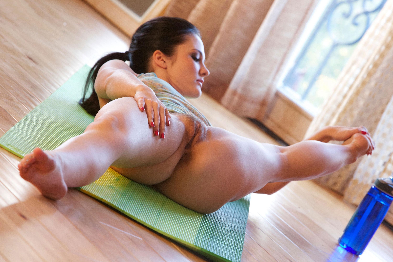 Фото голой девушке на шпагат, Гимнастки отличные порно фото порева ебли и секса 21 фотография