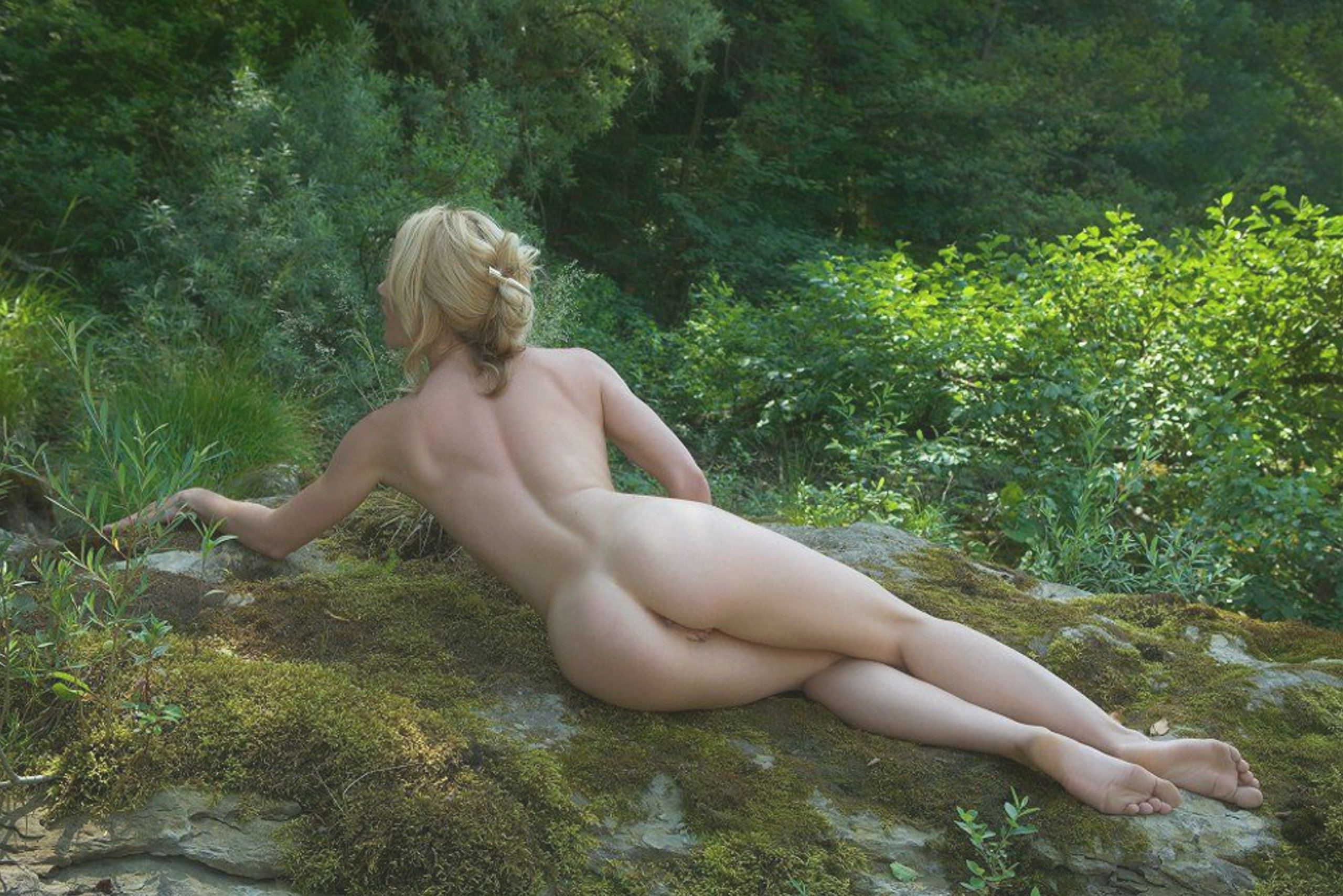 Naked outdoors pics, big boobs tattooed girl having sex