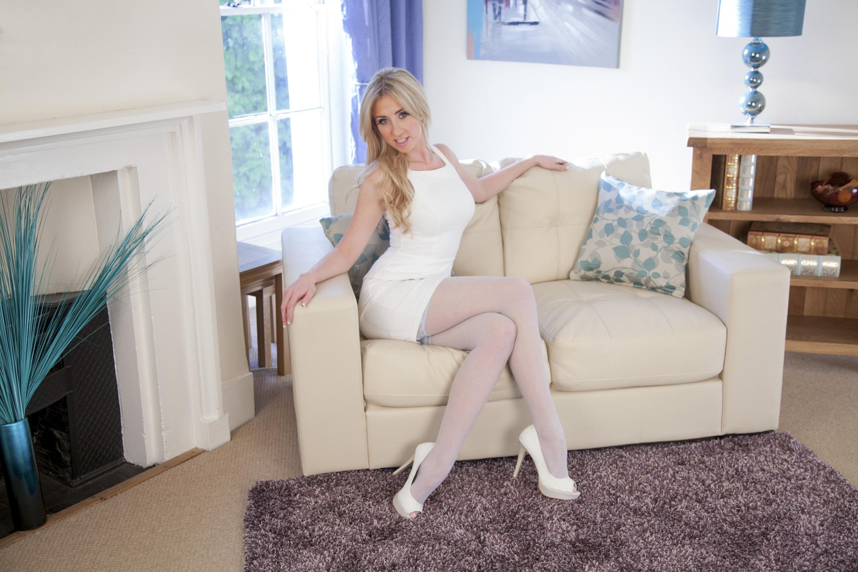 Фото блондинки в чулках