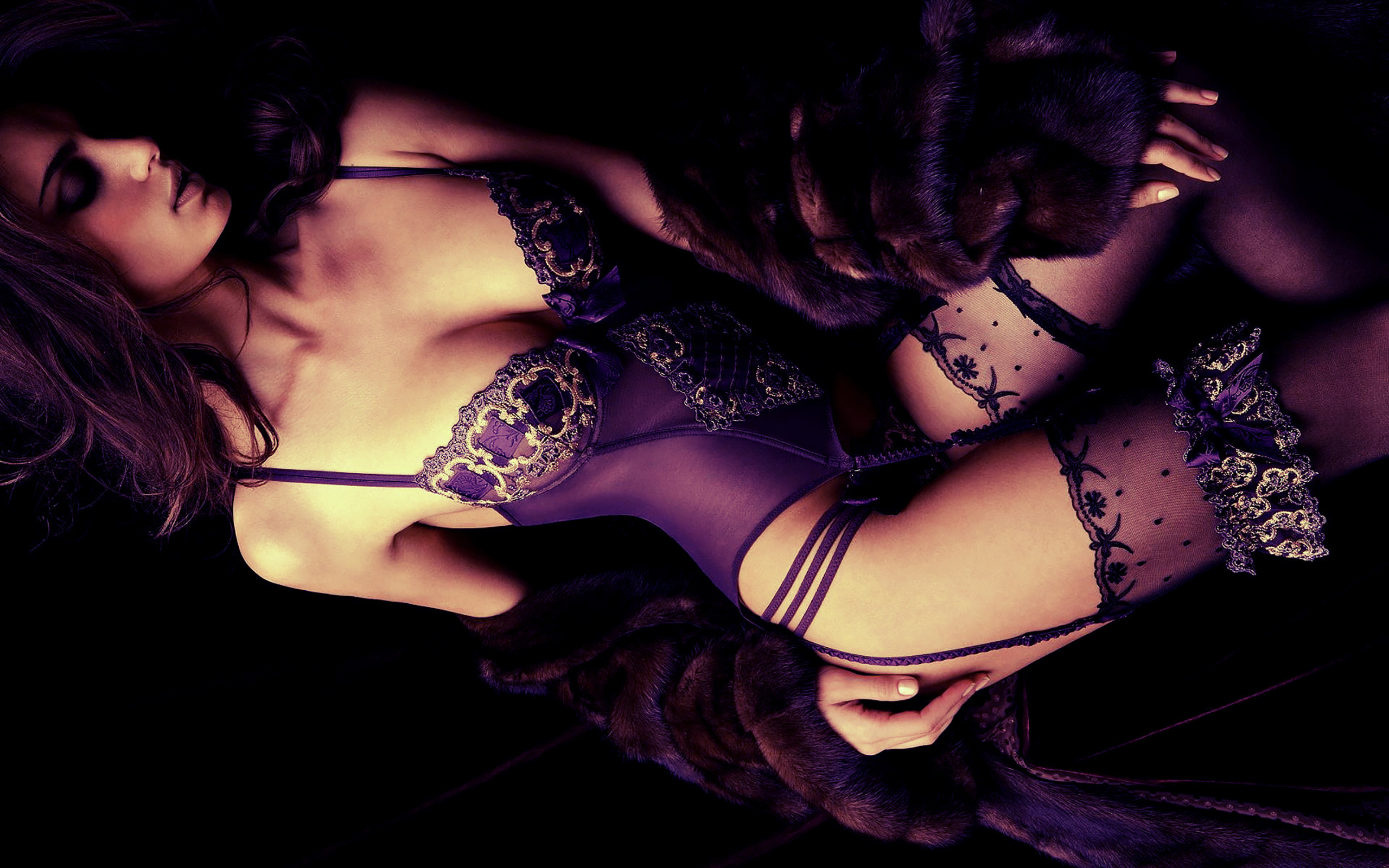 Эротические девушки в шубах 13 фотография