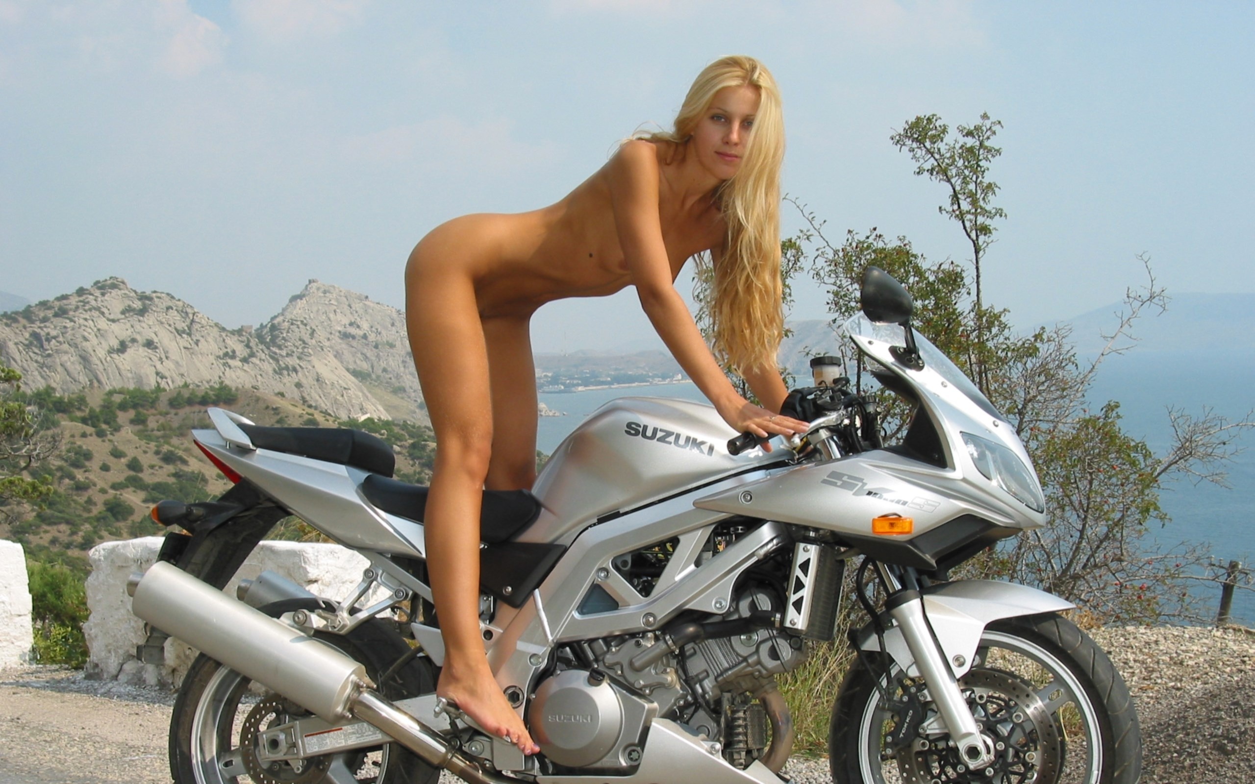 Naked girls masturbate on a motorcycle — photo 3