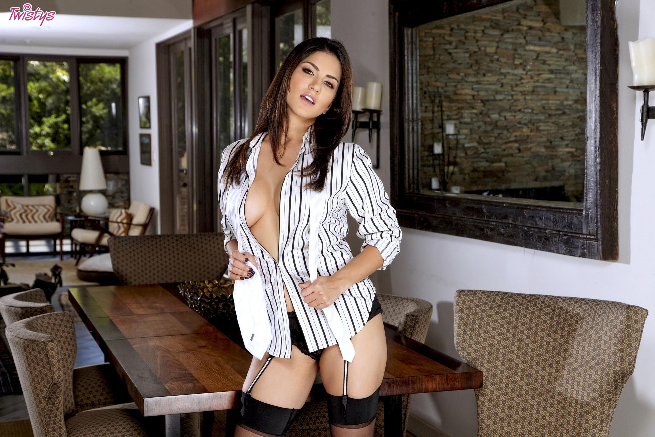Сексуальная в рубашке 2 фотография