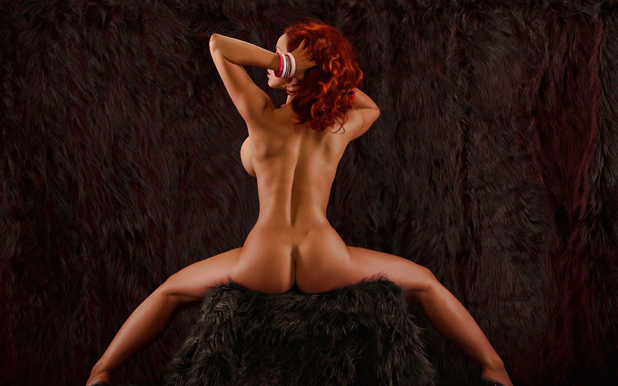 Дыра ебется фотографии девушек со спины обнаженных