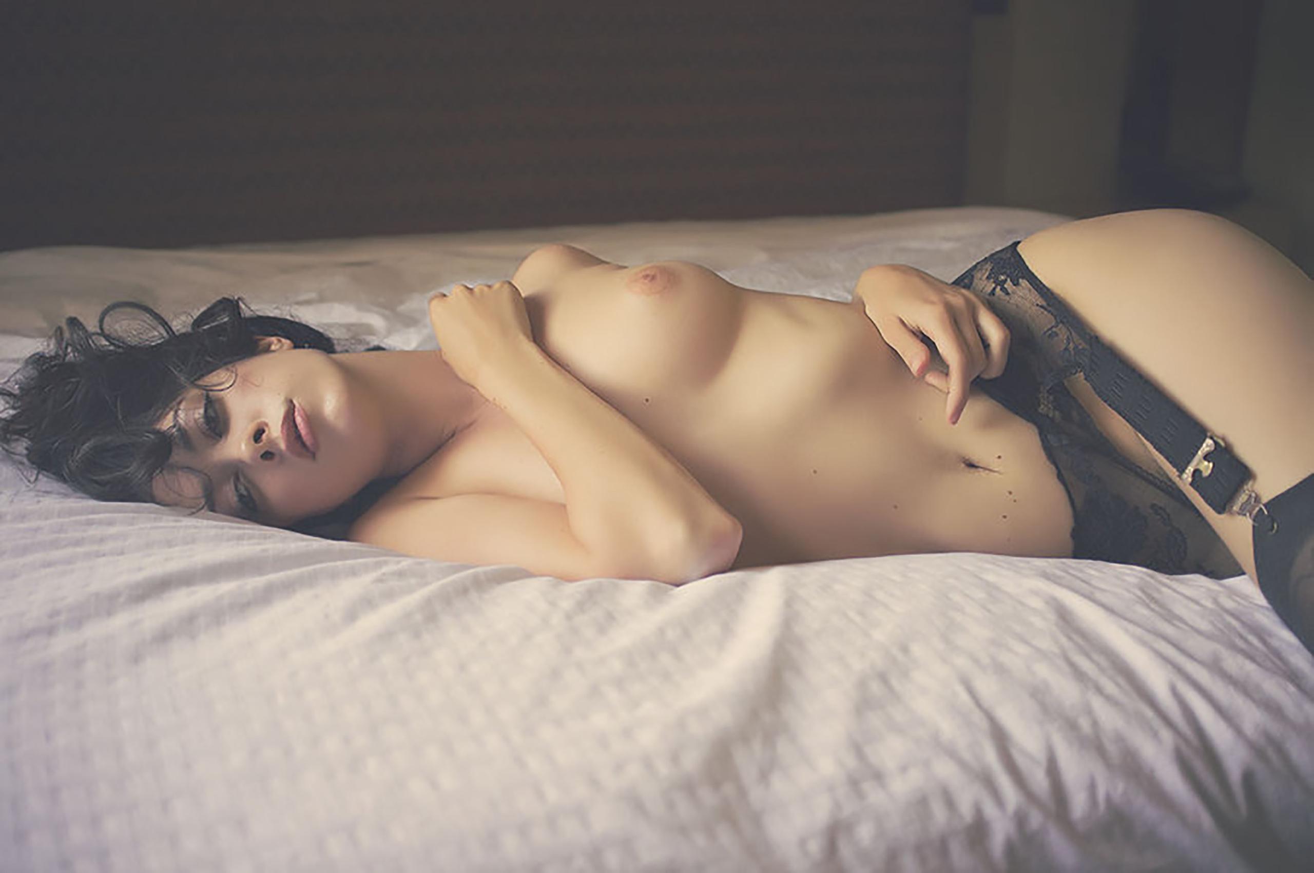 Фото секси девушек в кровати 18 фотография