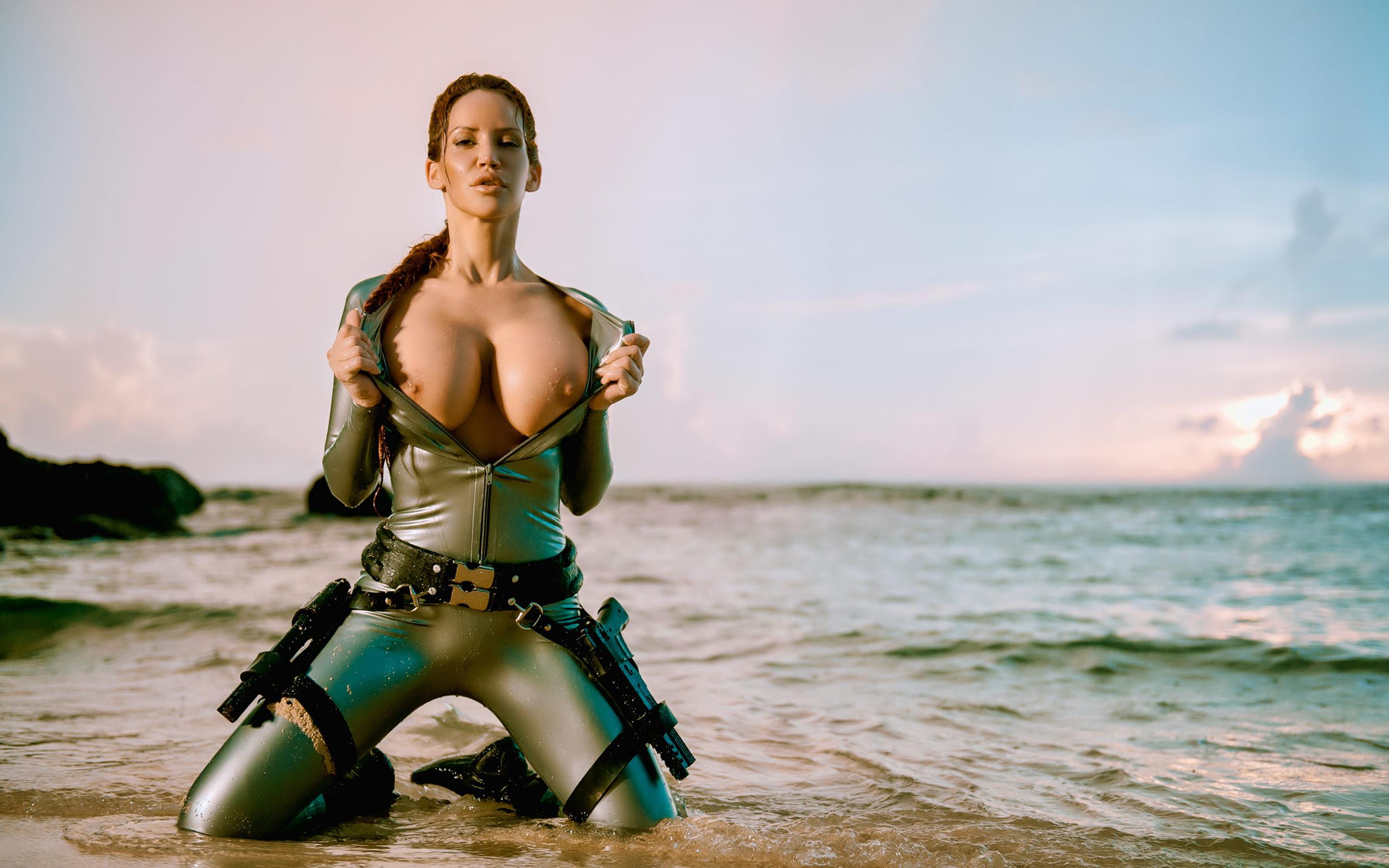 Naked hot female body builders