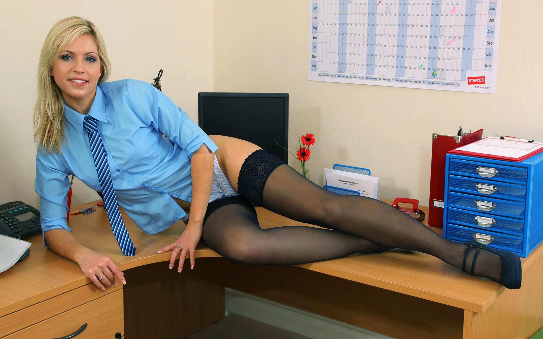 Секс секретаршей на рабочем столе 1 фотография