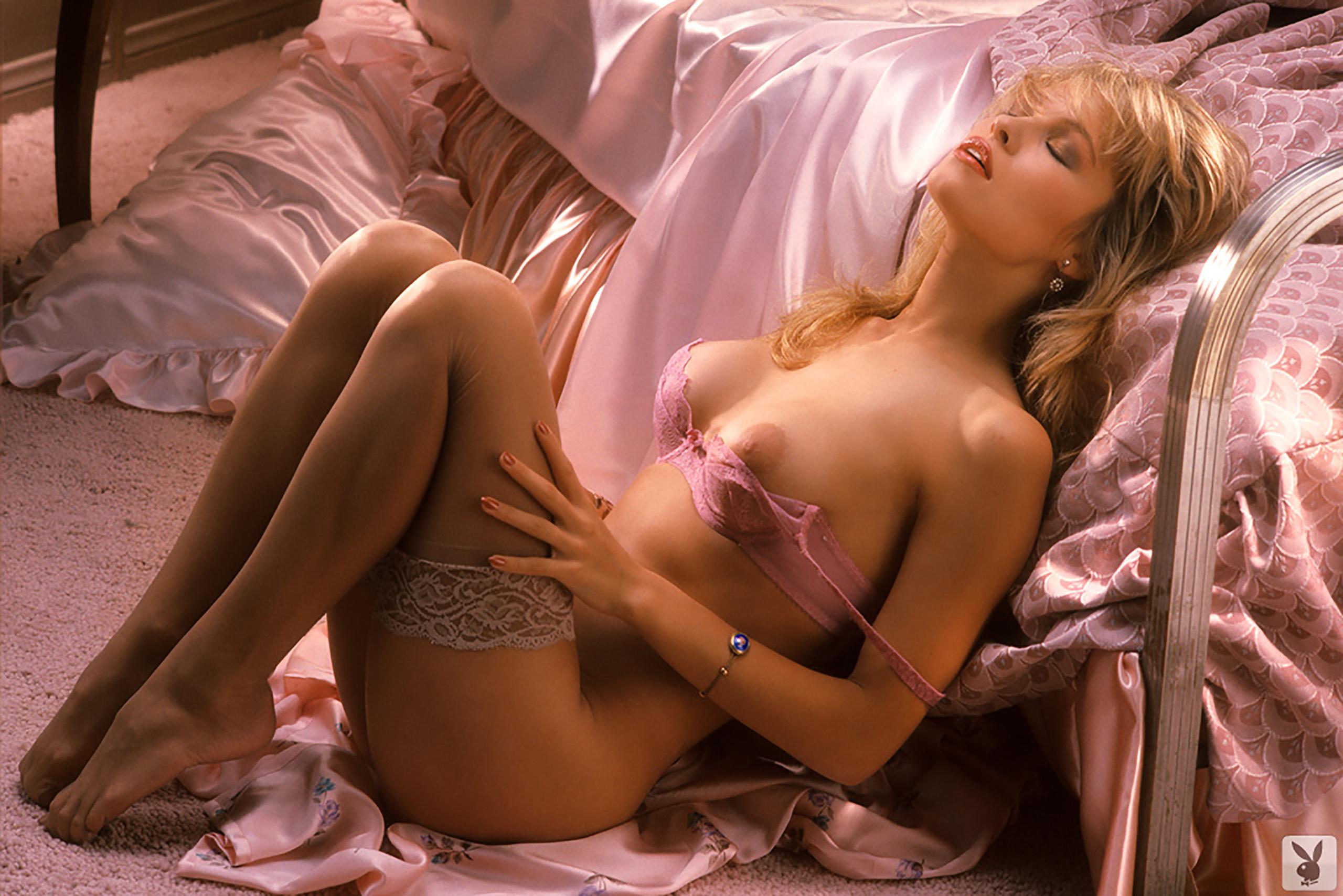 nude Pamela anderson lingerie