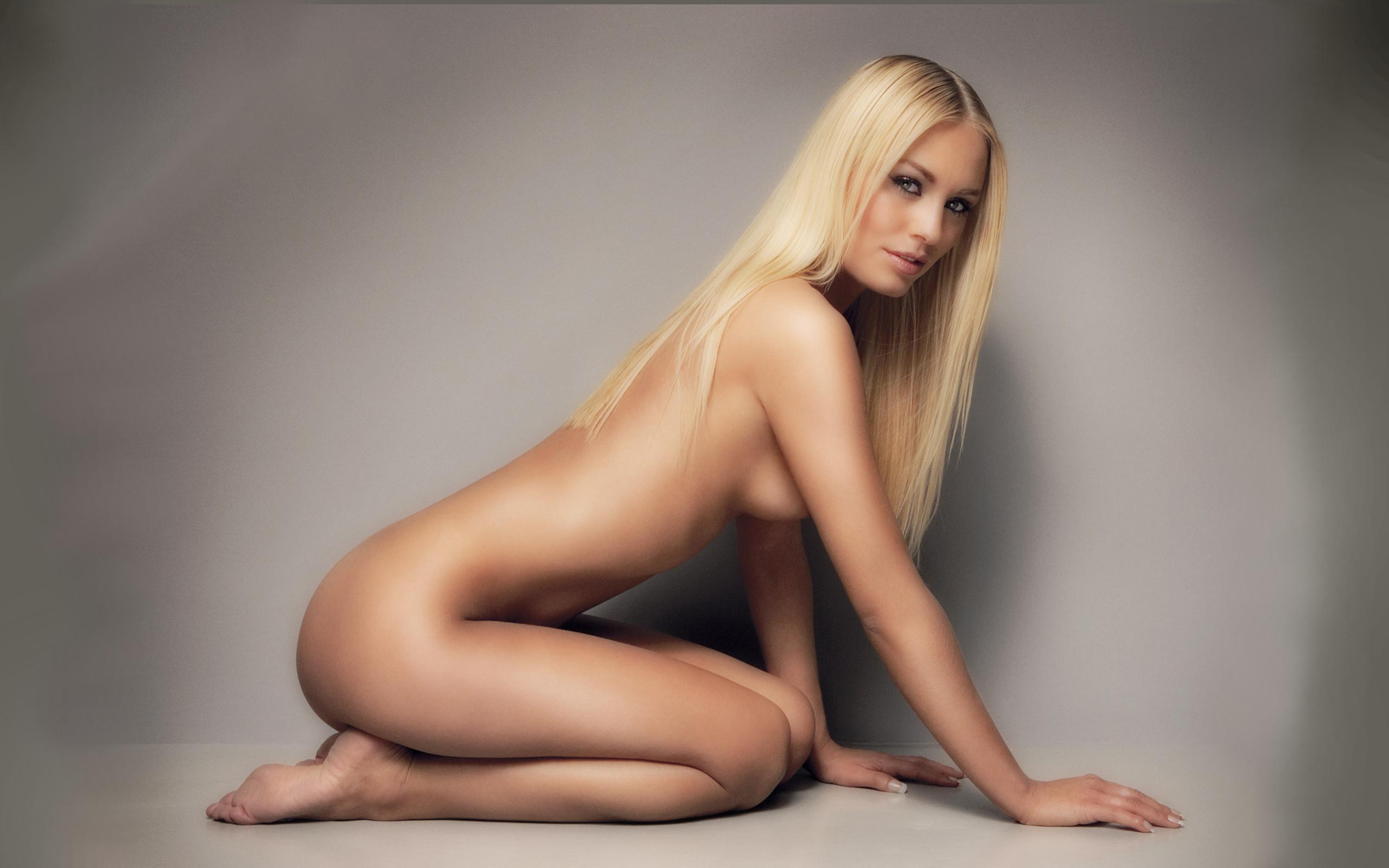 Эротические позы голых женщин фото 23 фотография