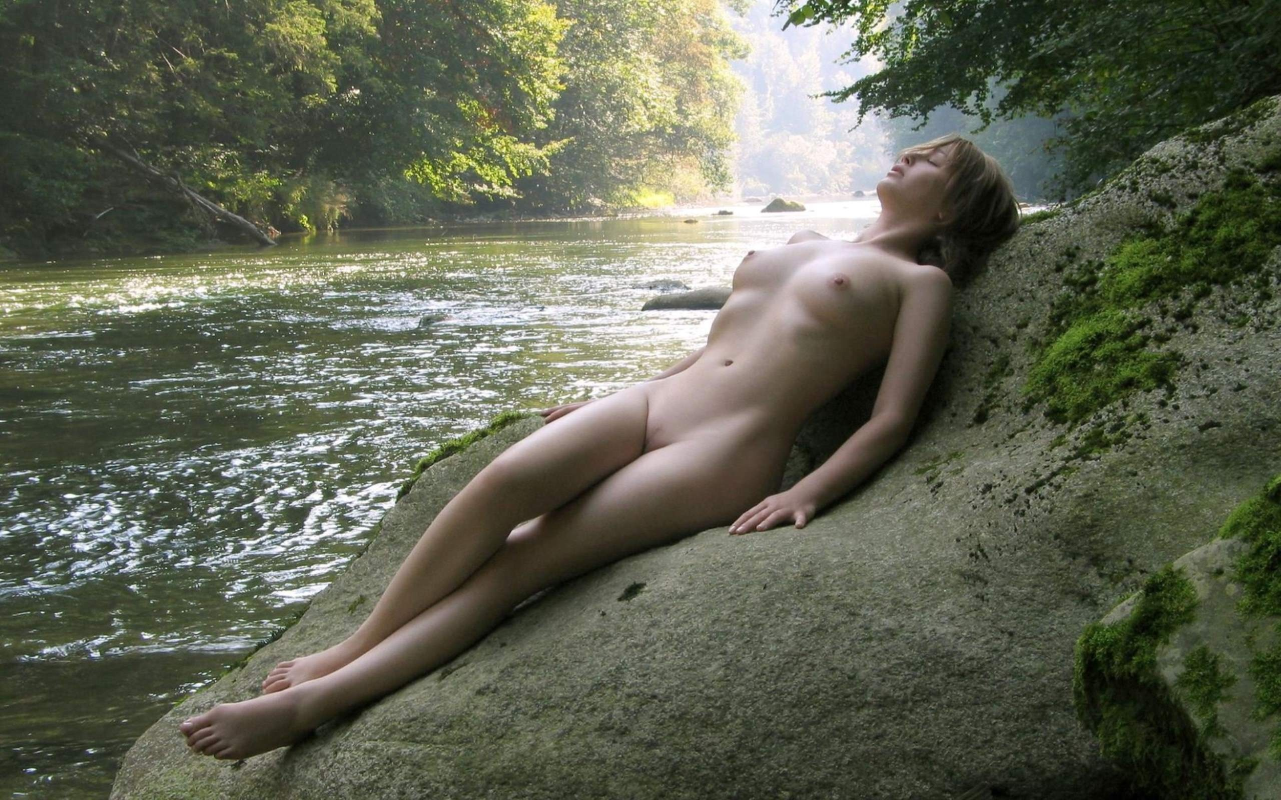 Teen girls nude in water — img 3