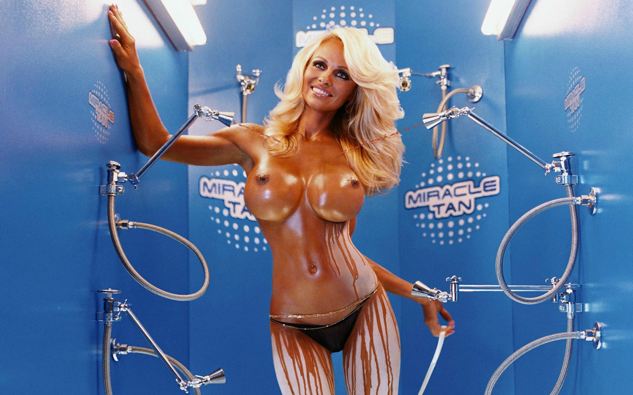 pamela anderson hot and naked modelling