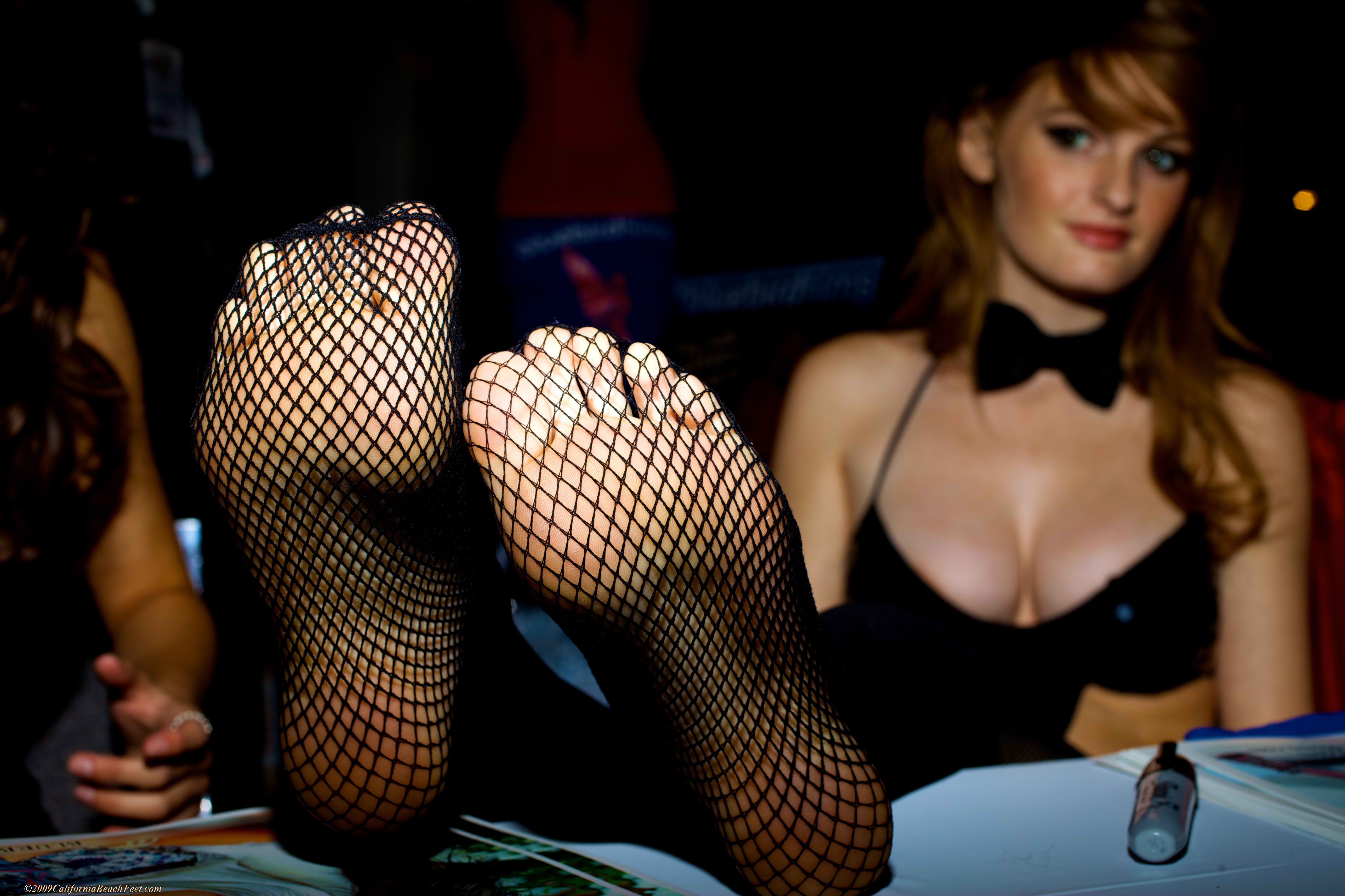 Leggy babe in stockings Faye Reagan gets rid of her provocative outfit № 160327 бесплатно