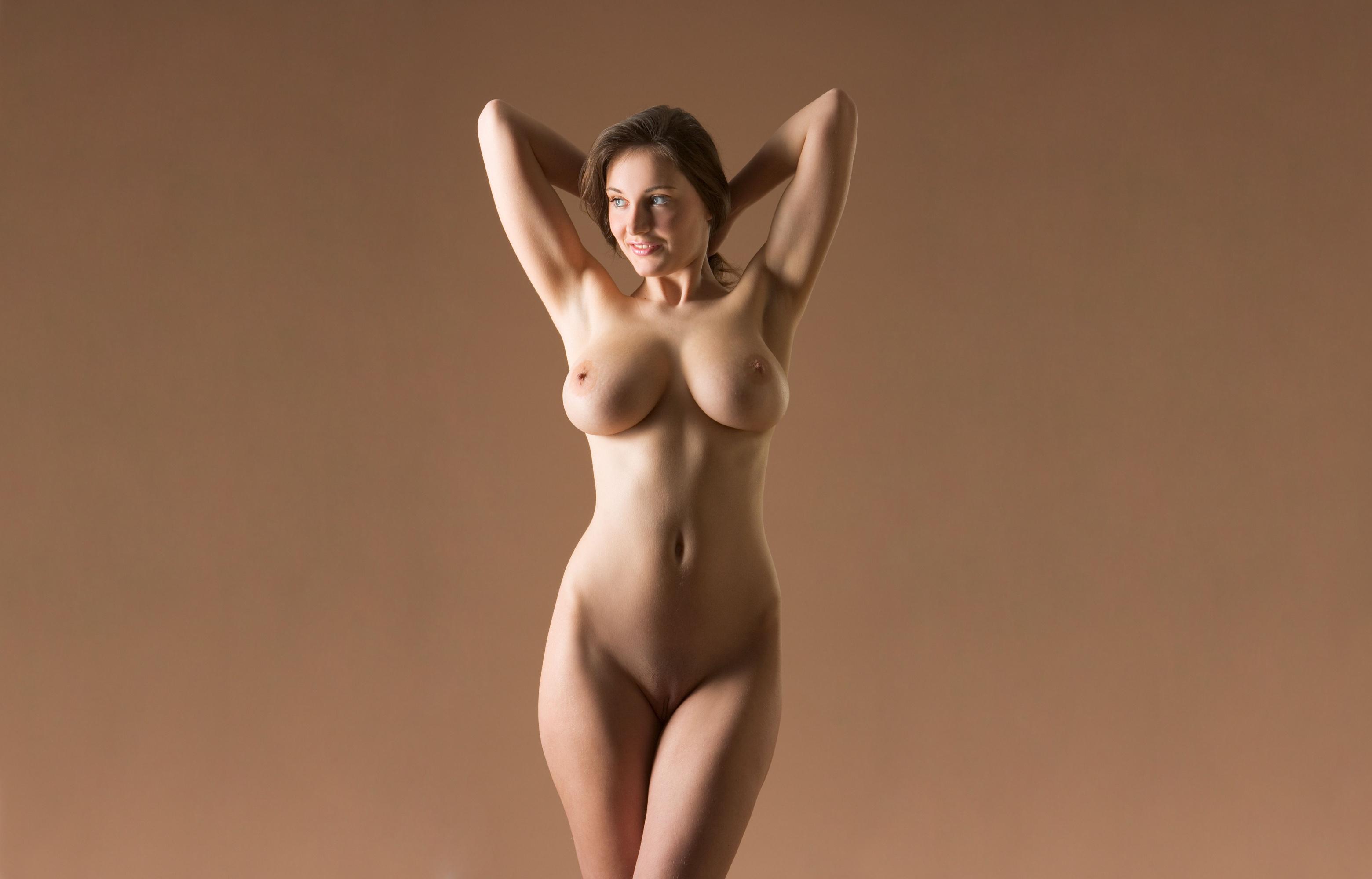 Праздник где за обнаженную грудь дарят бусы 13 фотография