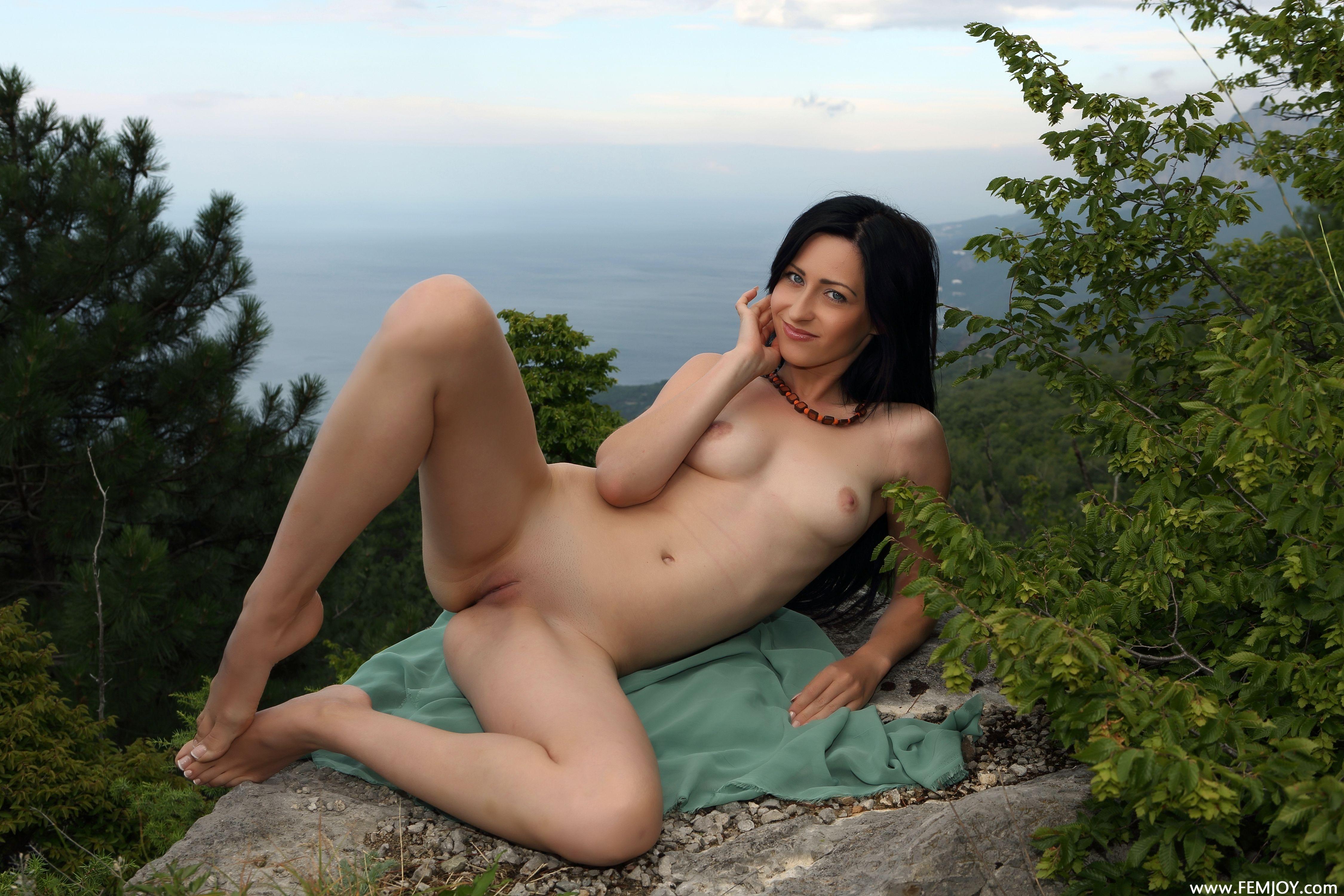 yasmi nude