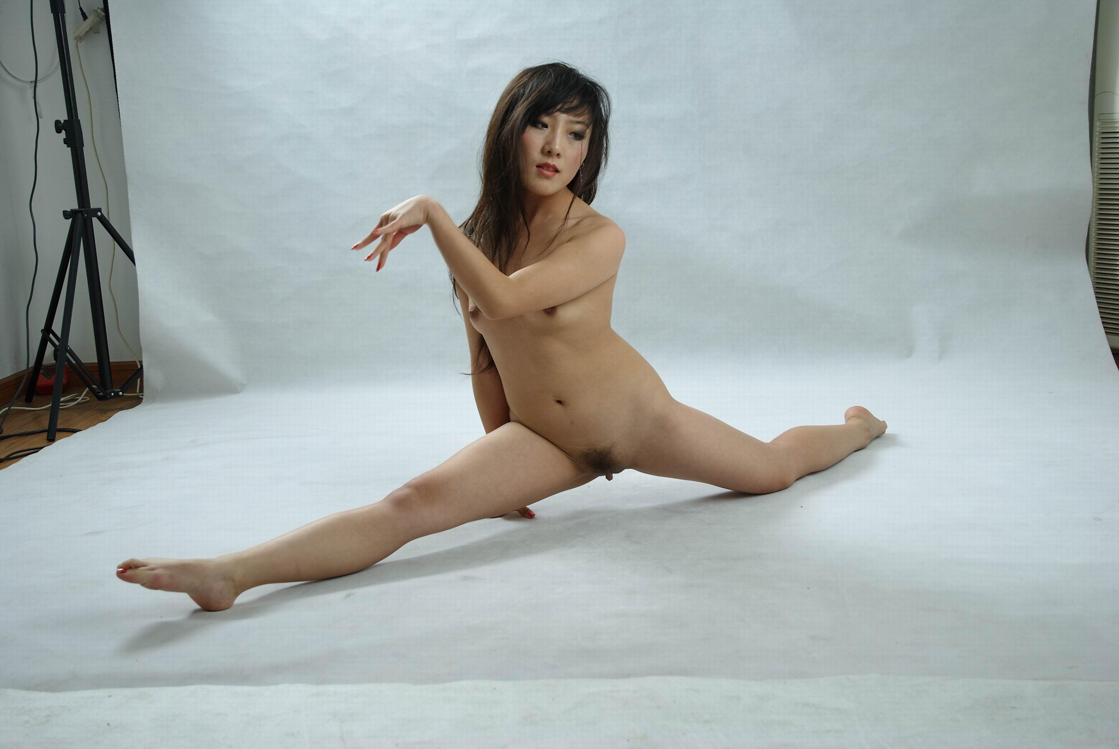 Girl Nude With Legs Split