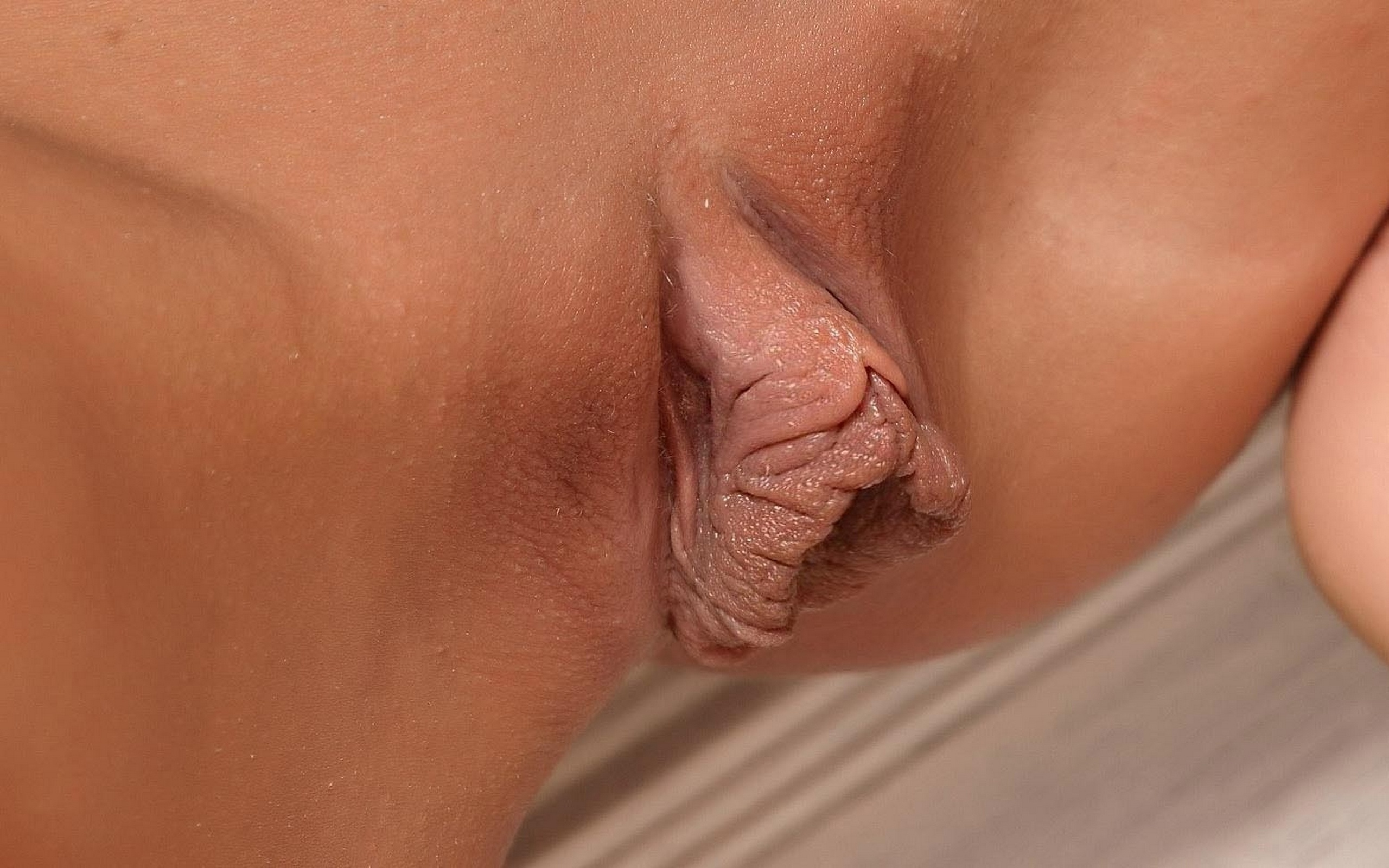 Teens upclose labia fingering
