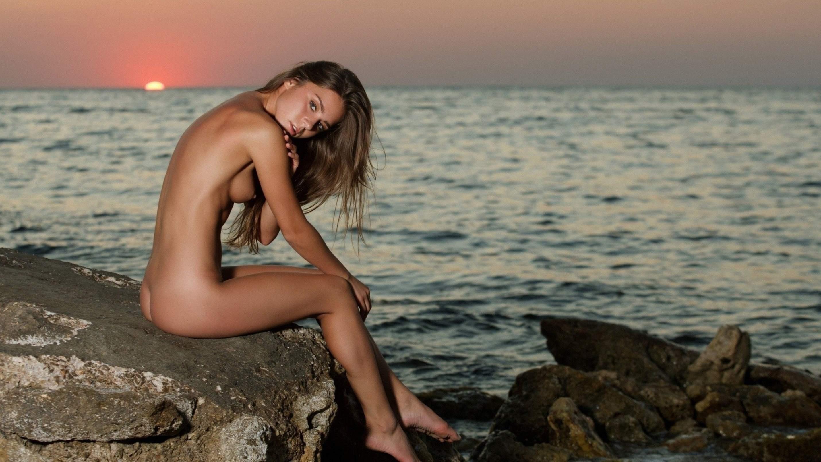 Фото девушек голые на камнях 10 фотография