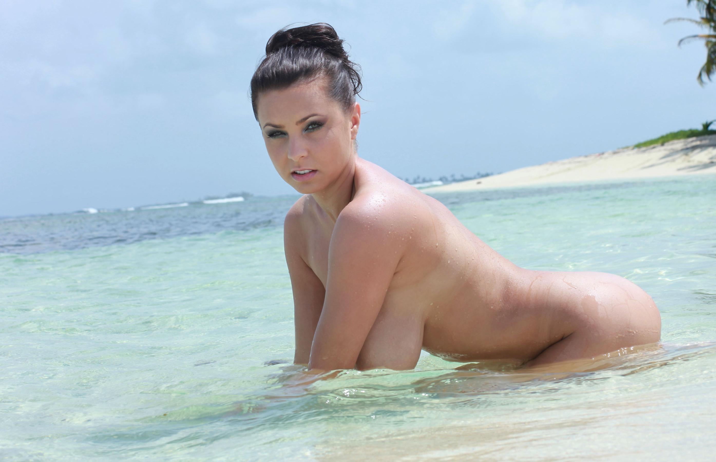 bouncing beach boobs naked