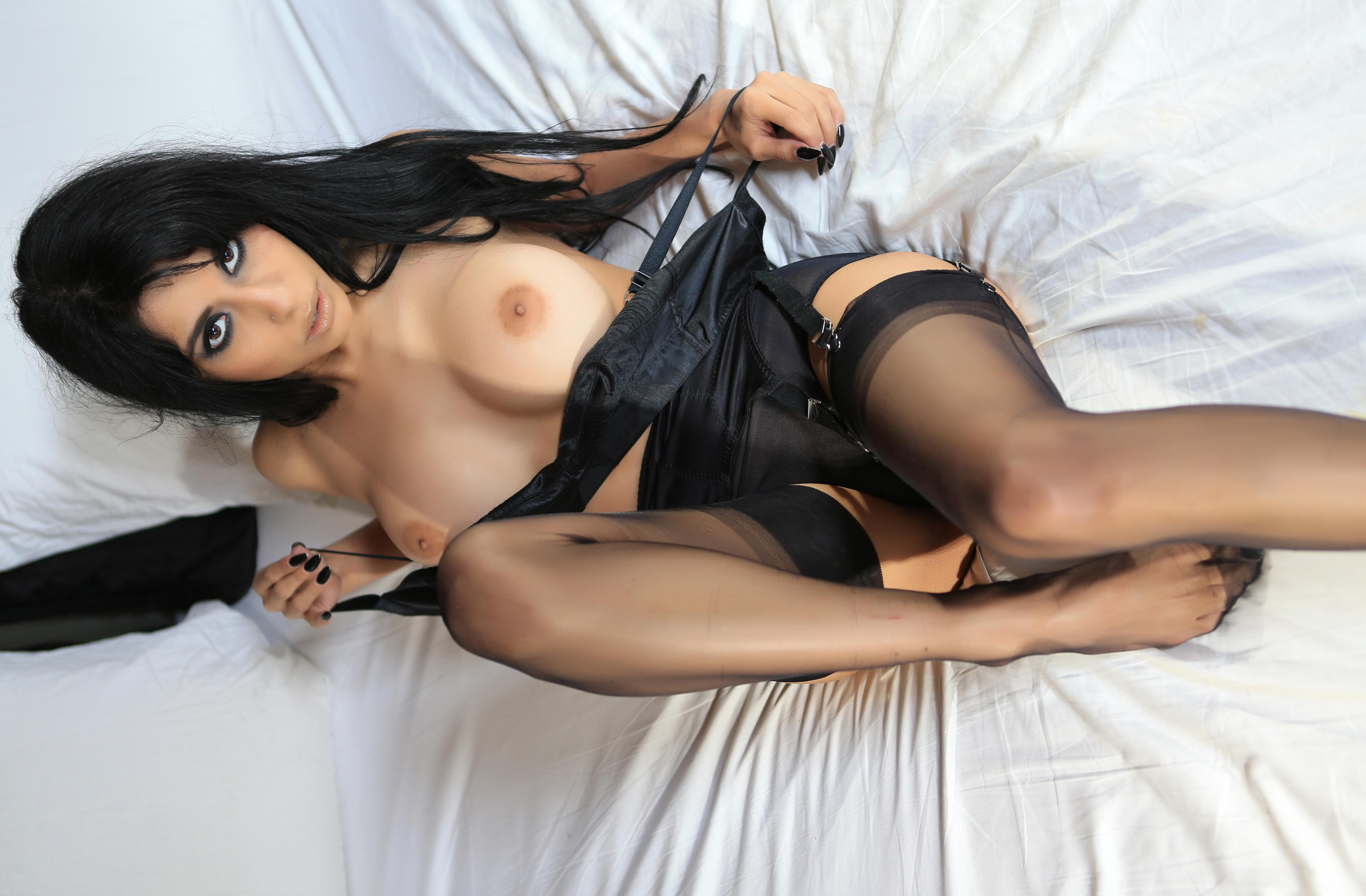 That black hair babe is so horny