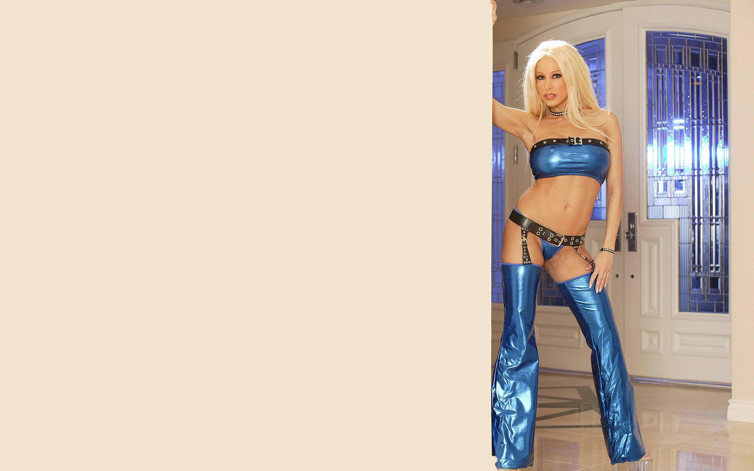 Blonde Latina bombshell Gina Lynn spreads her bare legs for BBC penetration № 402417 без смс