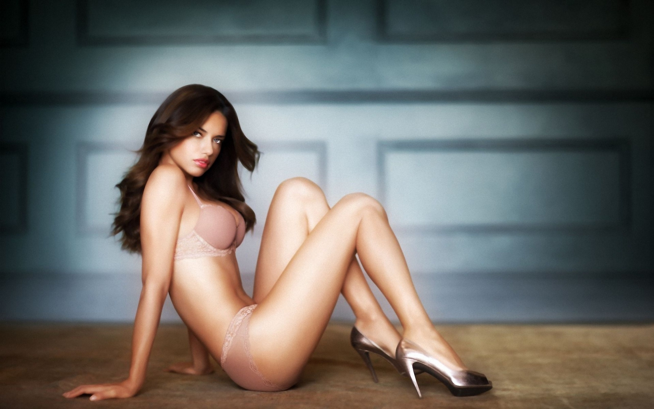 Dark haired milf Lucey Perez is enjoying her posing action № 836669 загрузить
