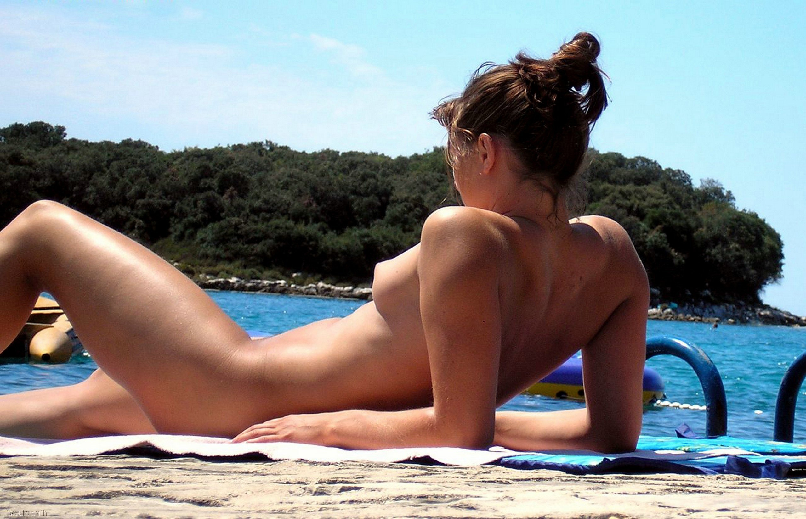 Pics of nude beach babes
