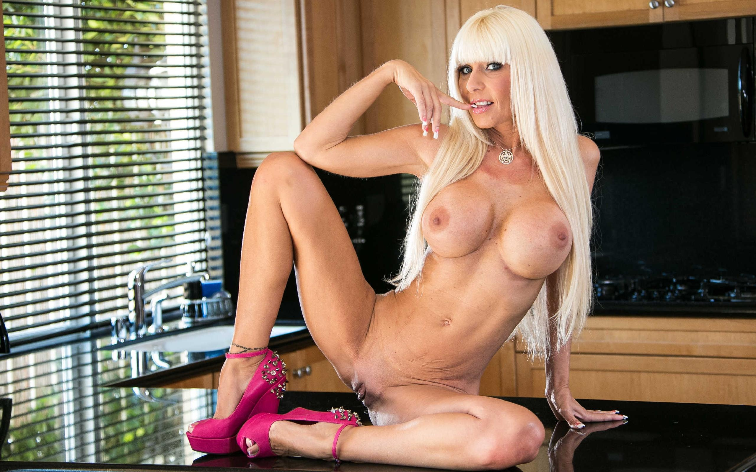 Wallpaper Kasey Storm, Blonde, Milf, Long Hair, Sitting -2551