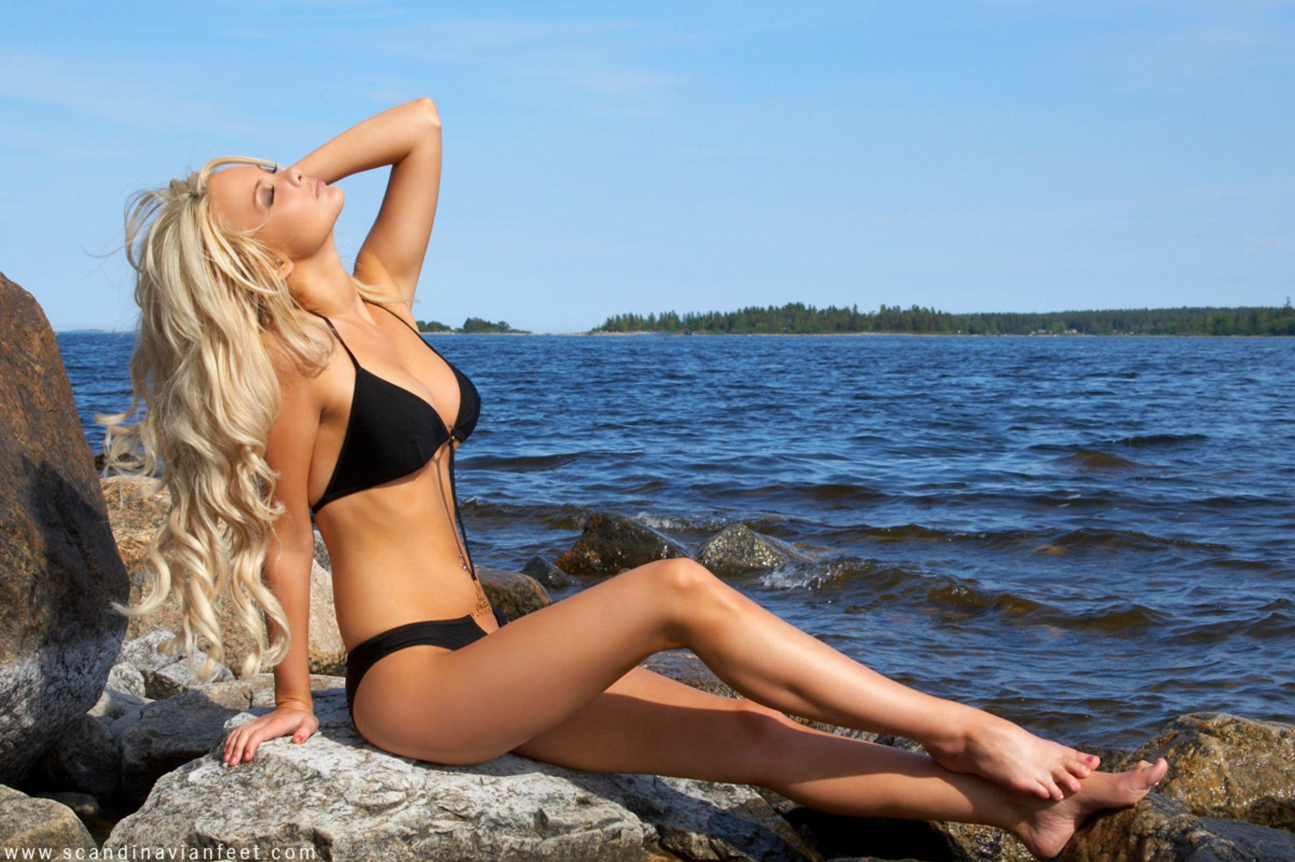 Beach bikini foot