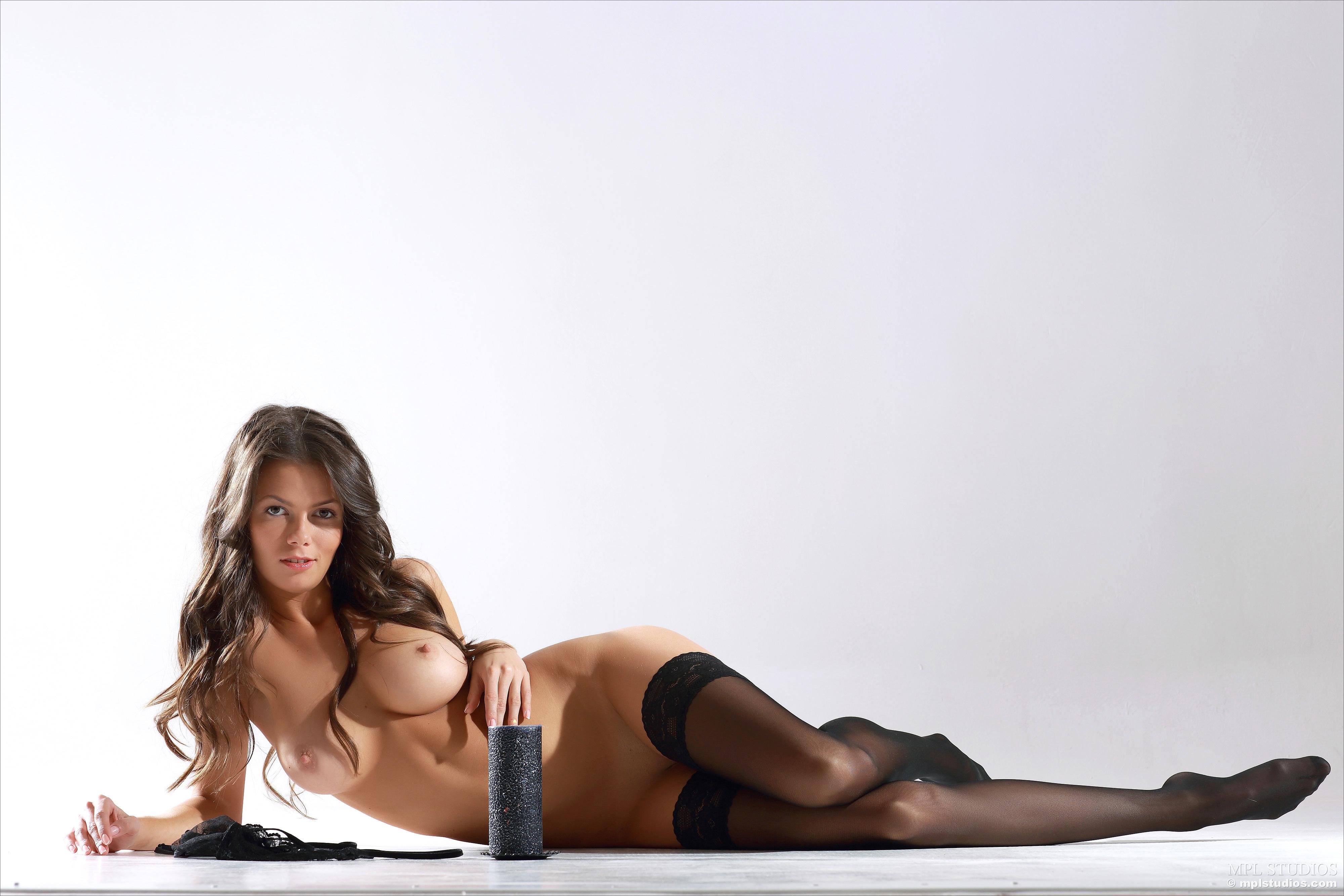Сексапильная девушка в чулках 5 фотография