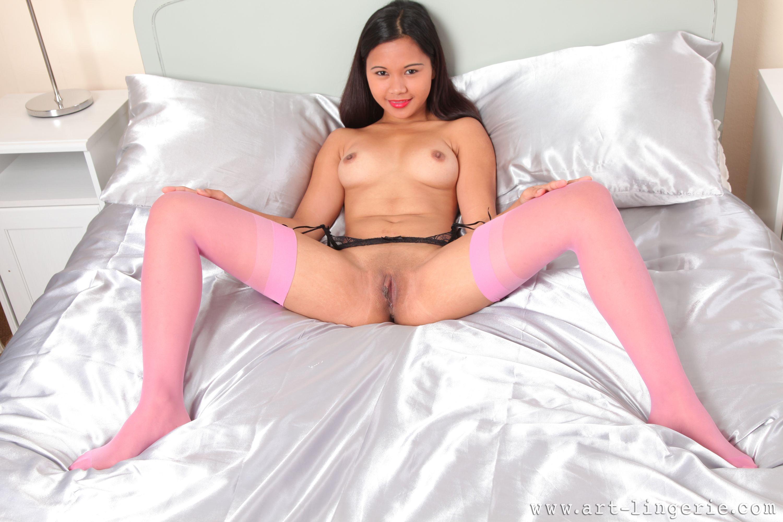Эротическое фото азиаток в чулках 20 фотография
