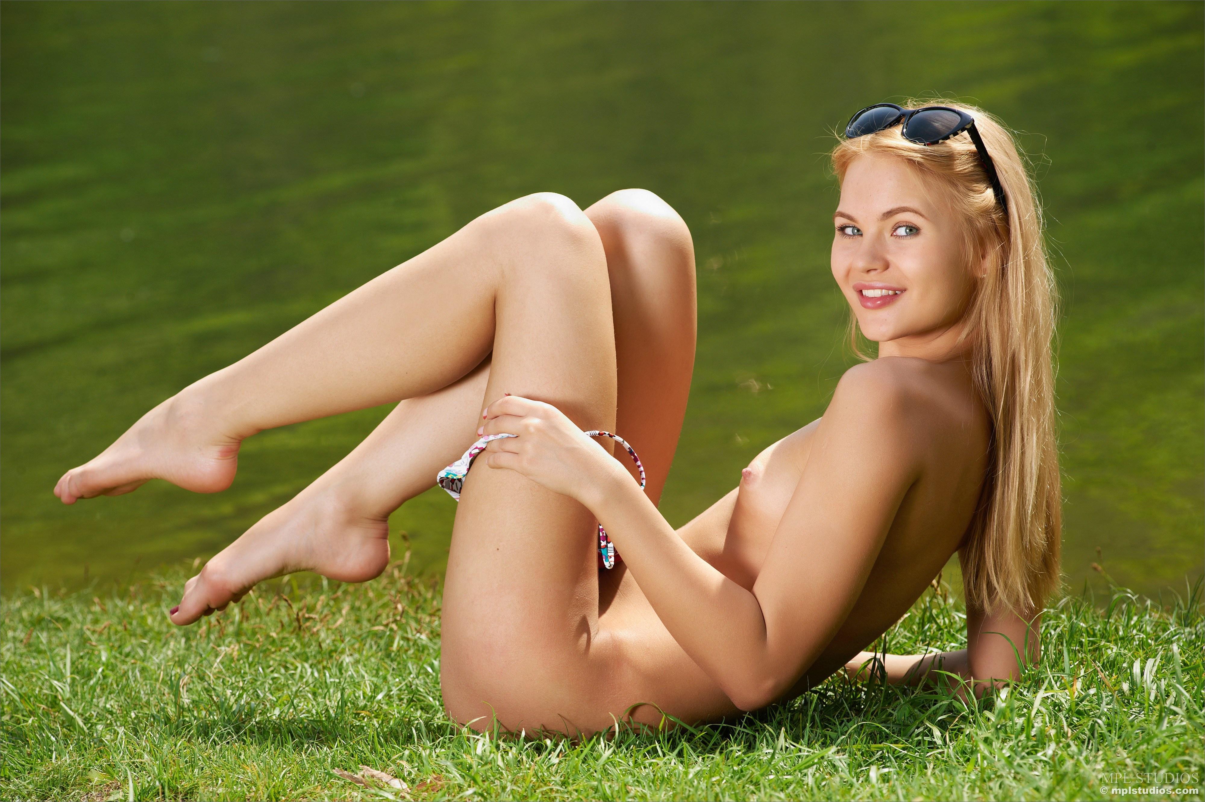 Hot blonde tiny bikini
