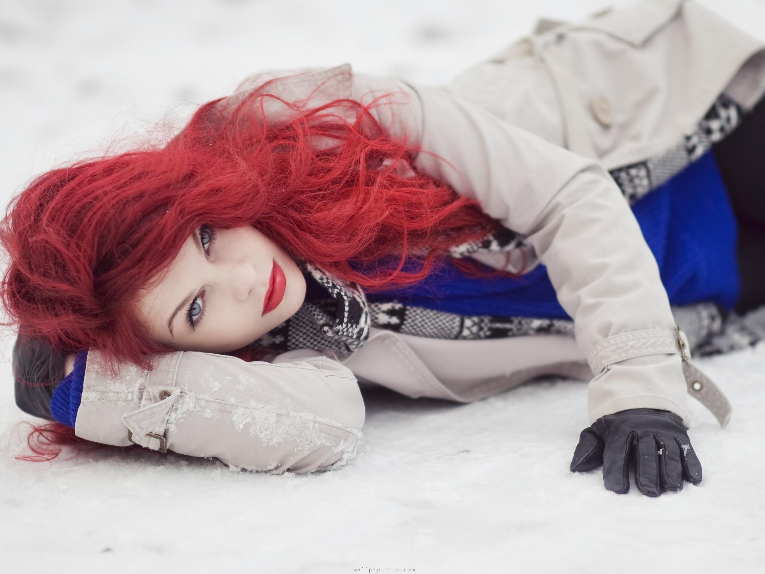 Рыжая девушка в шубке  № 1952850 без смс