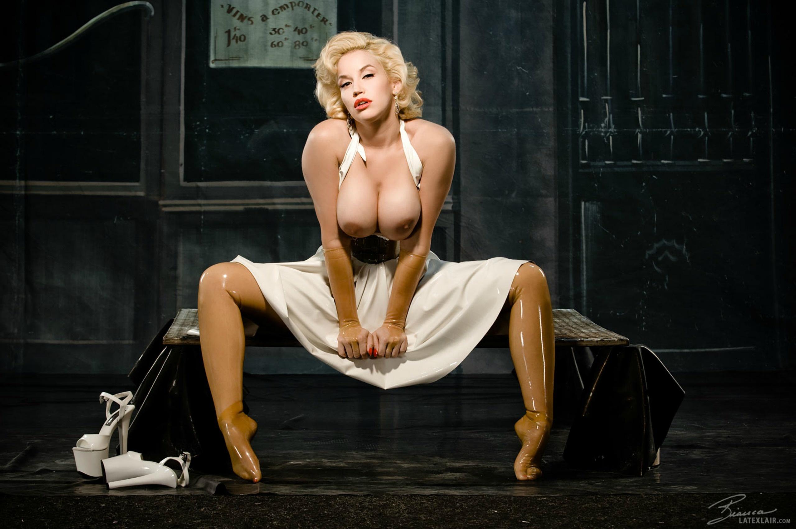 marilyn monroe tits
