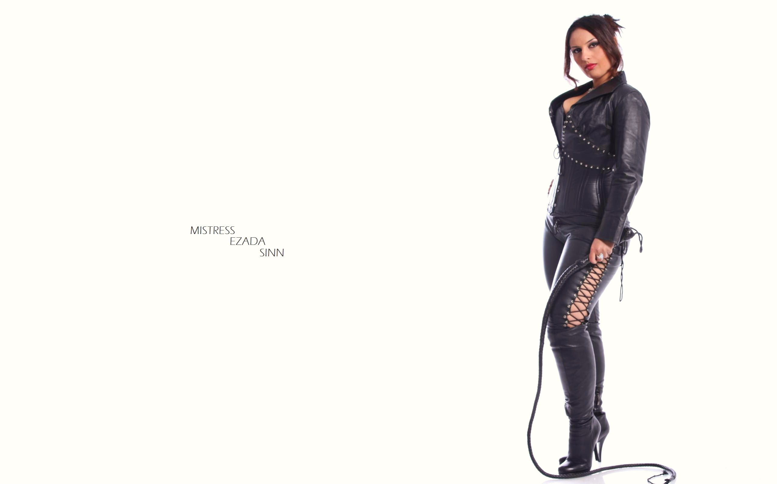 Love have boots and whip mistress Nahtnylons! Die