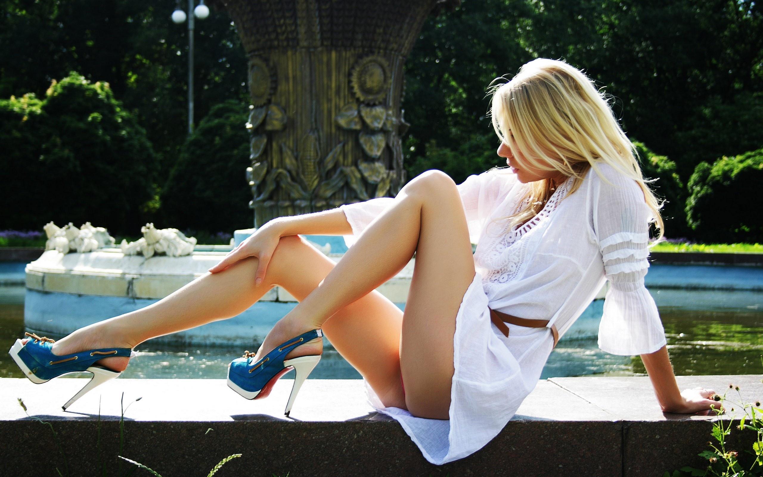High heels babe nude galleries