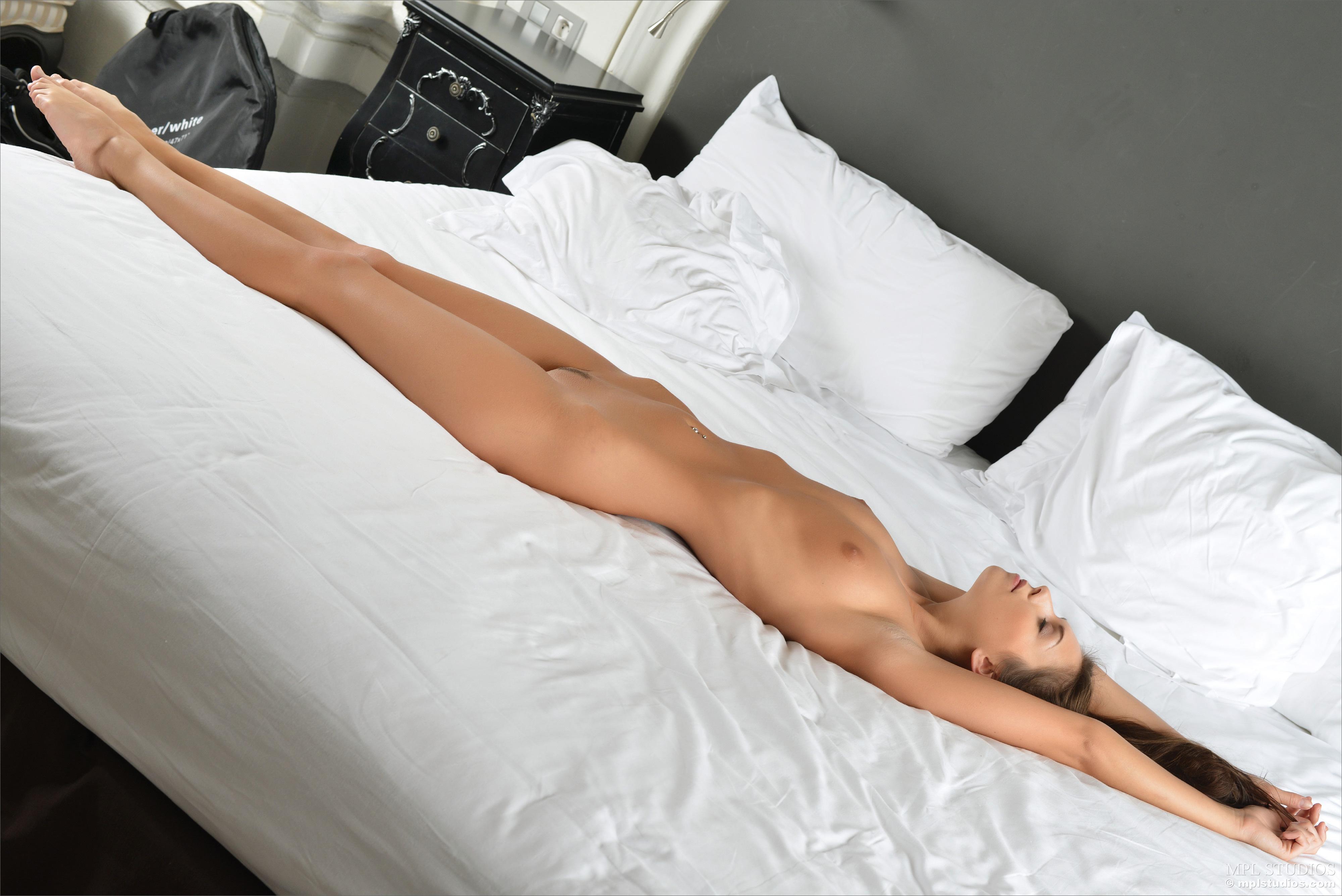 Beautiful brunette woman nude free webcams 10