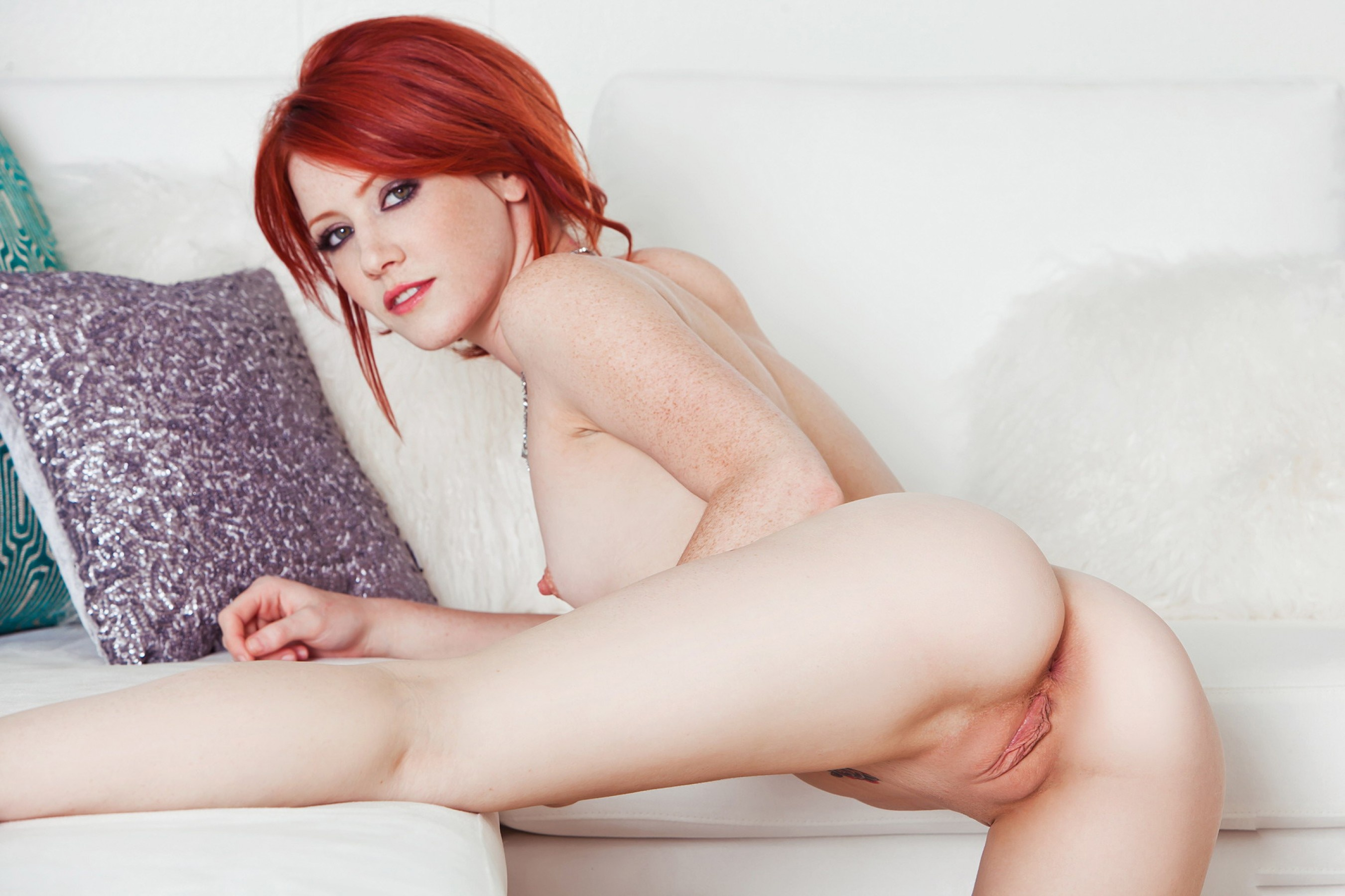 Babe naked red hair pornos thumbs