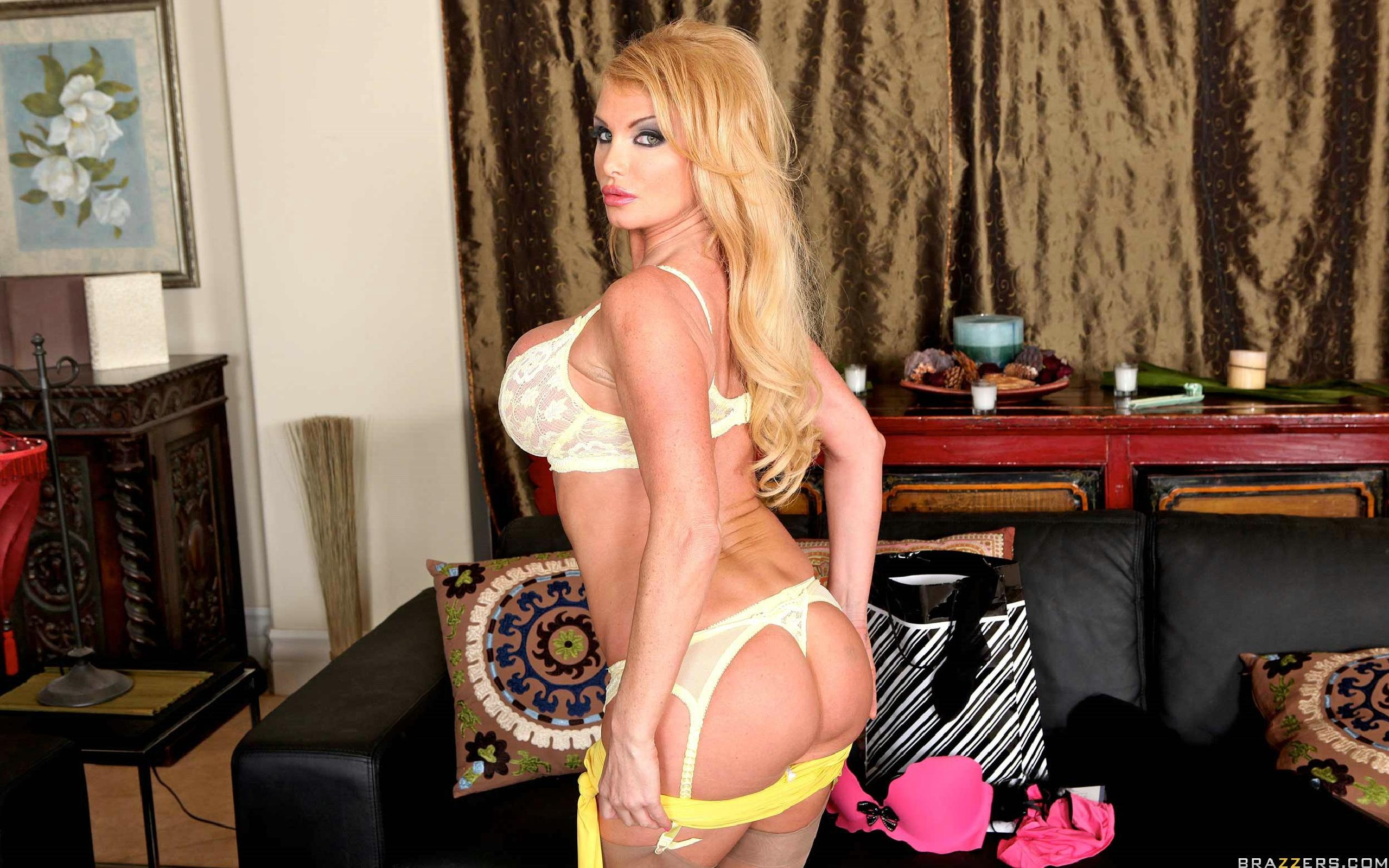 Wallpaper taylor wane british blonde milf pornstar long hair