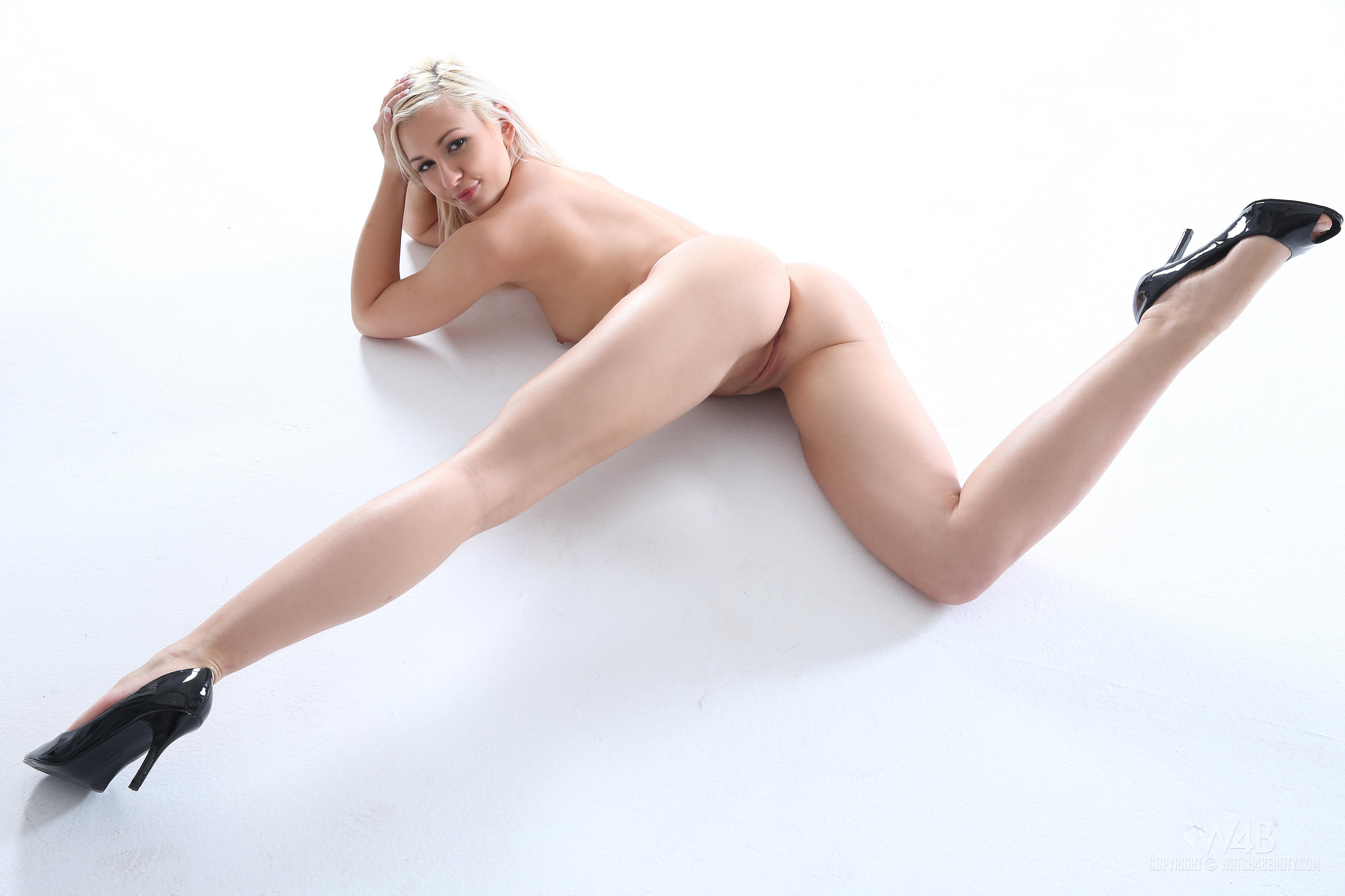 ... adult model, sexy girl, nude, naked, beautiful female legs - ID: ftop.ru/123034/1920_1080