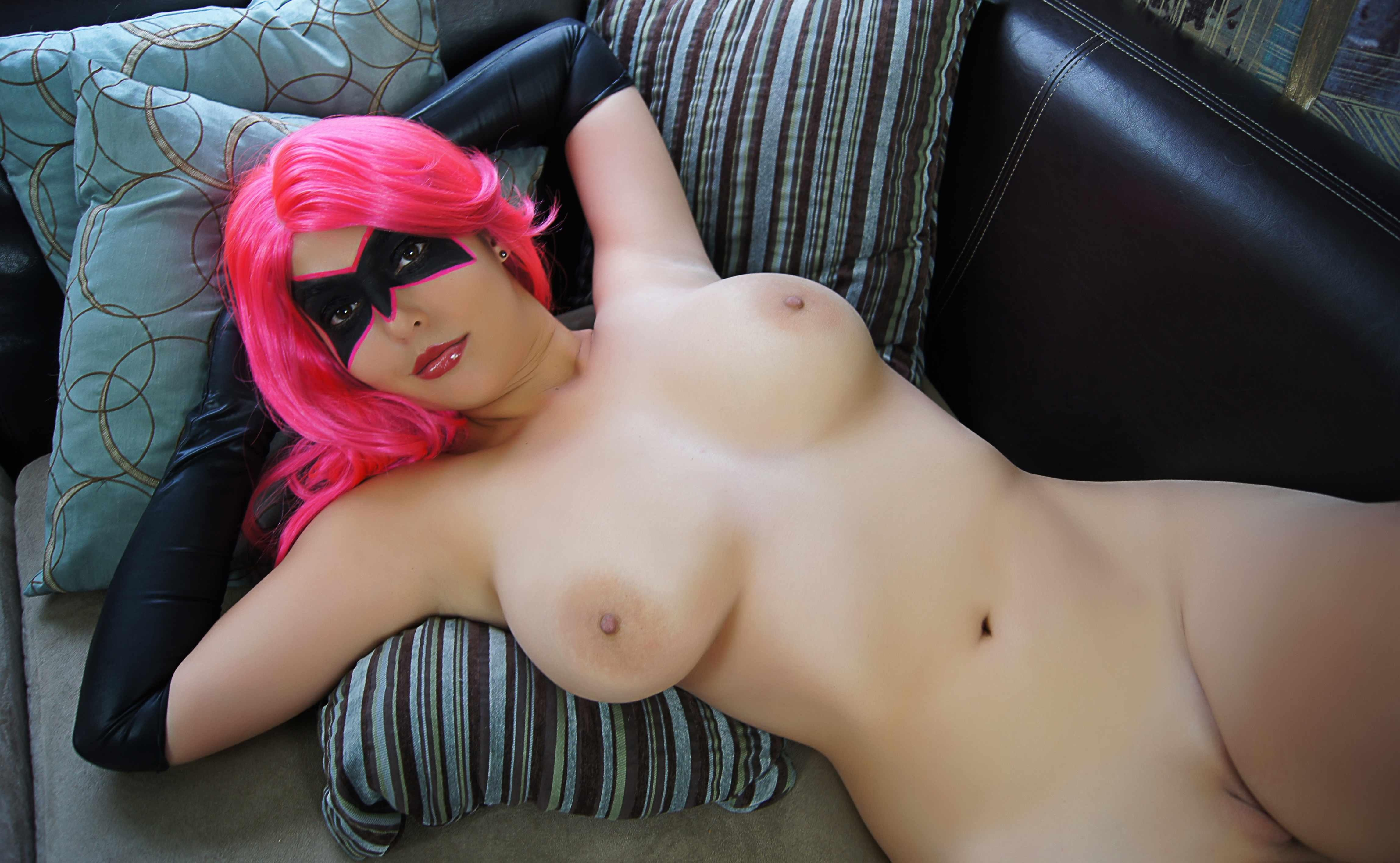 Nude Babe Using Wig