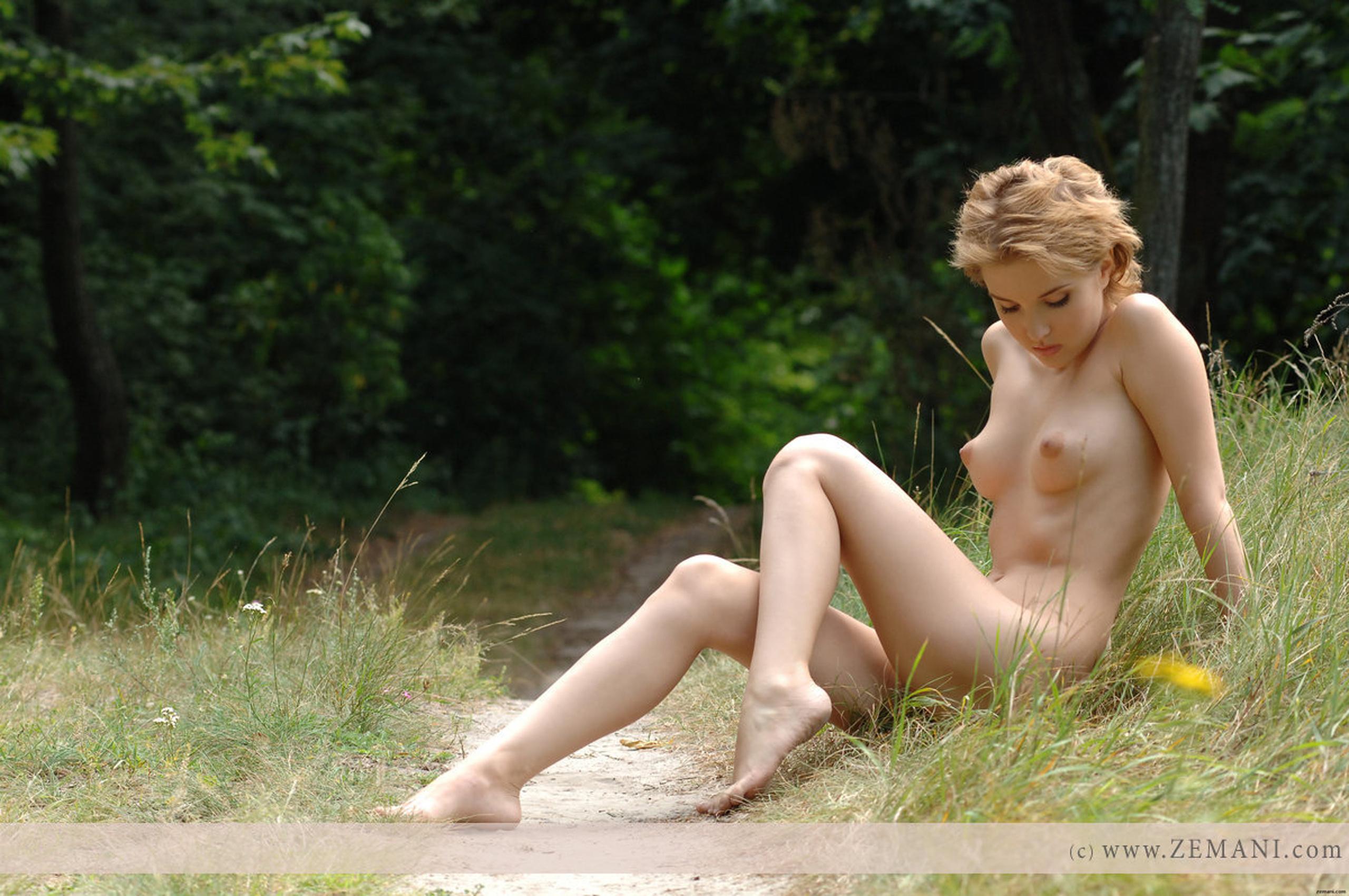 sexy jailbait flashing her boobs