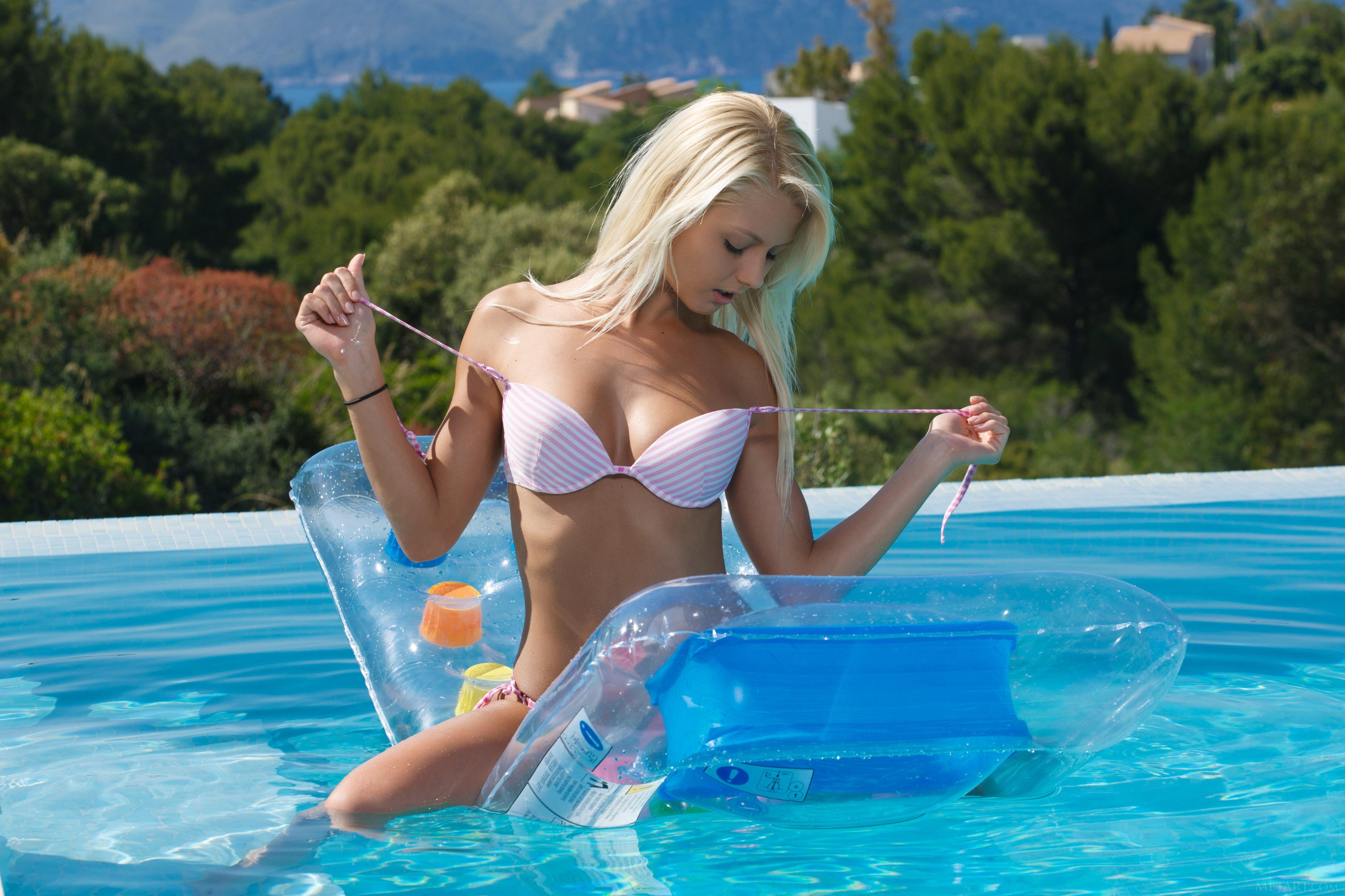 Фото красивых блондинок в бикини 2 фотография
