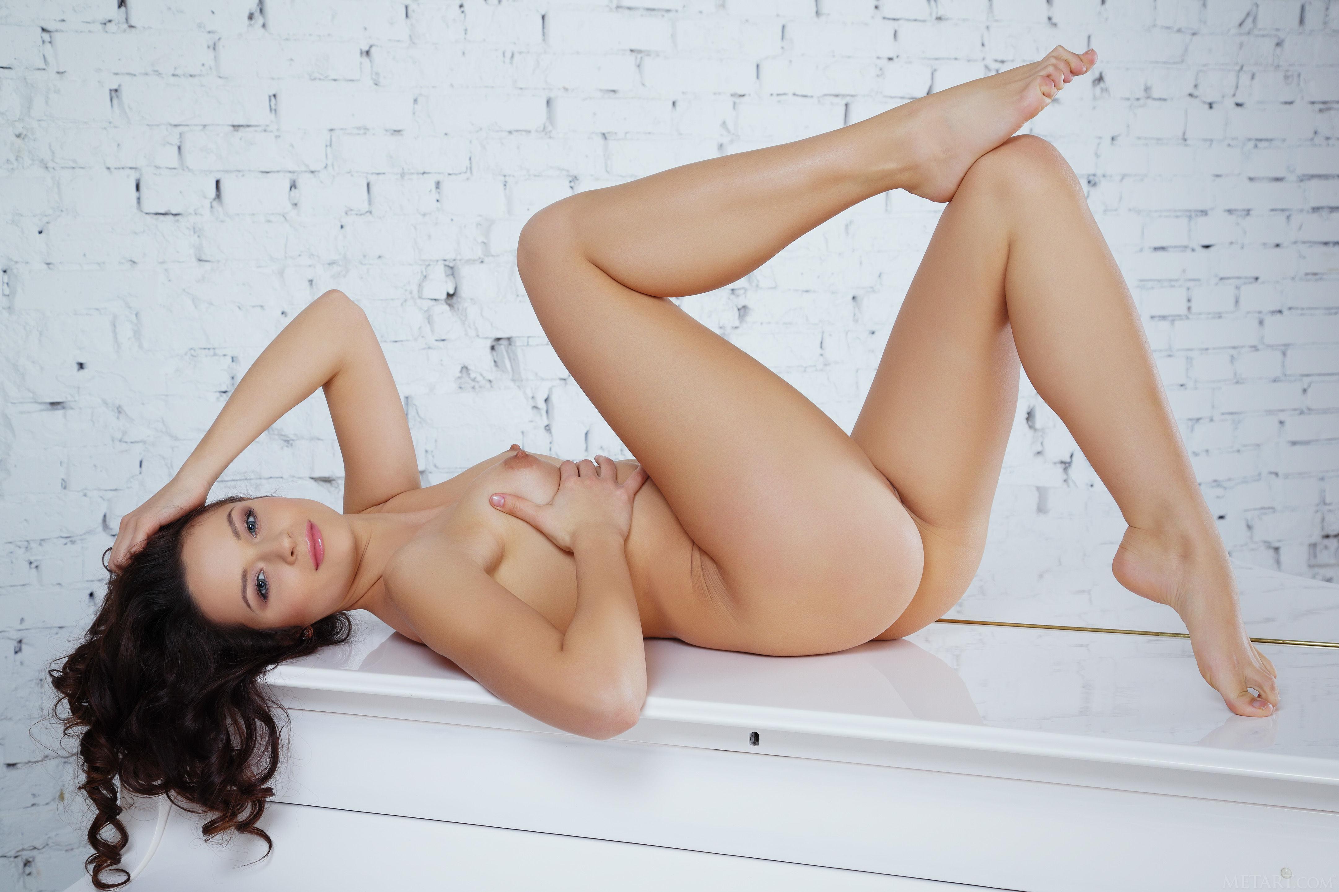 kayla synz is looking for pleasure
