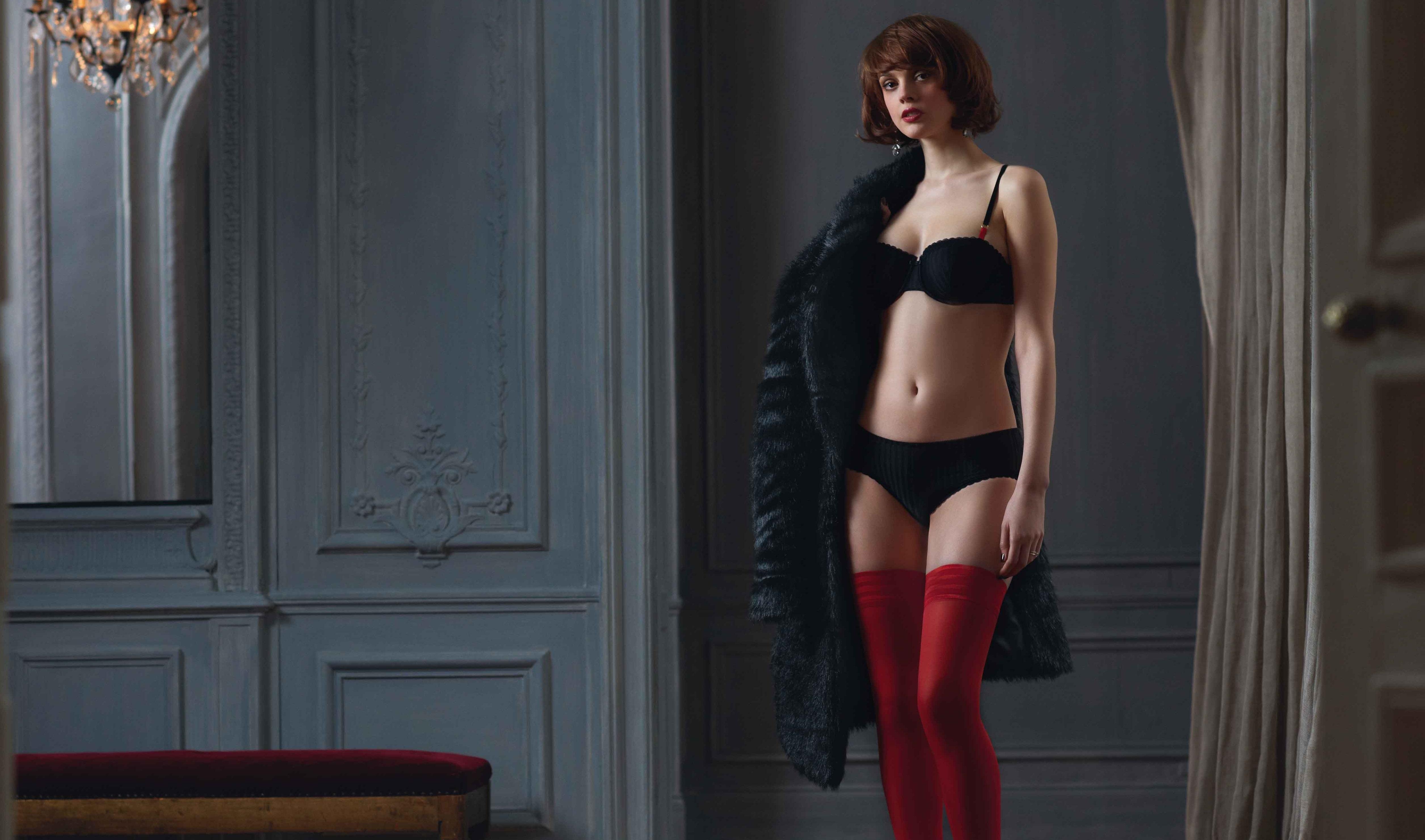 Черное белье и красные чулки в картинках 22 фотография