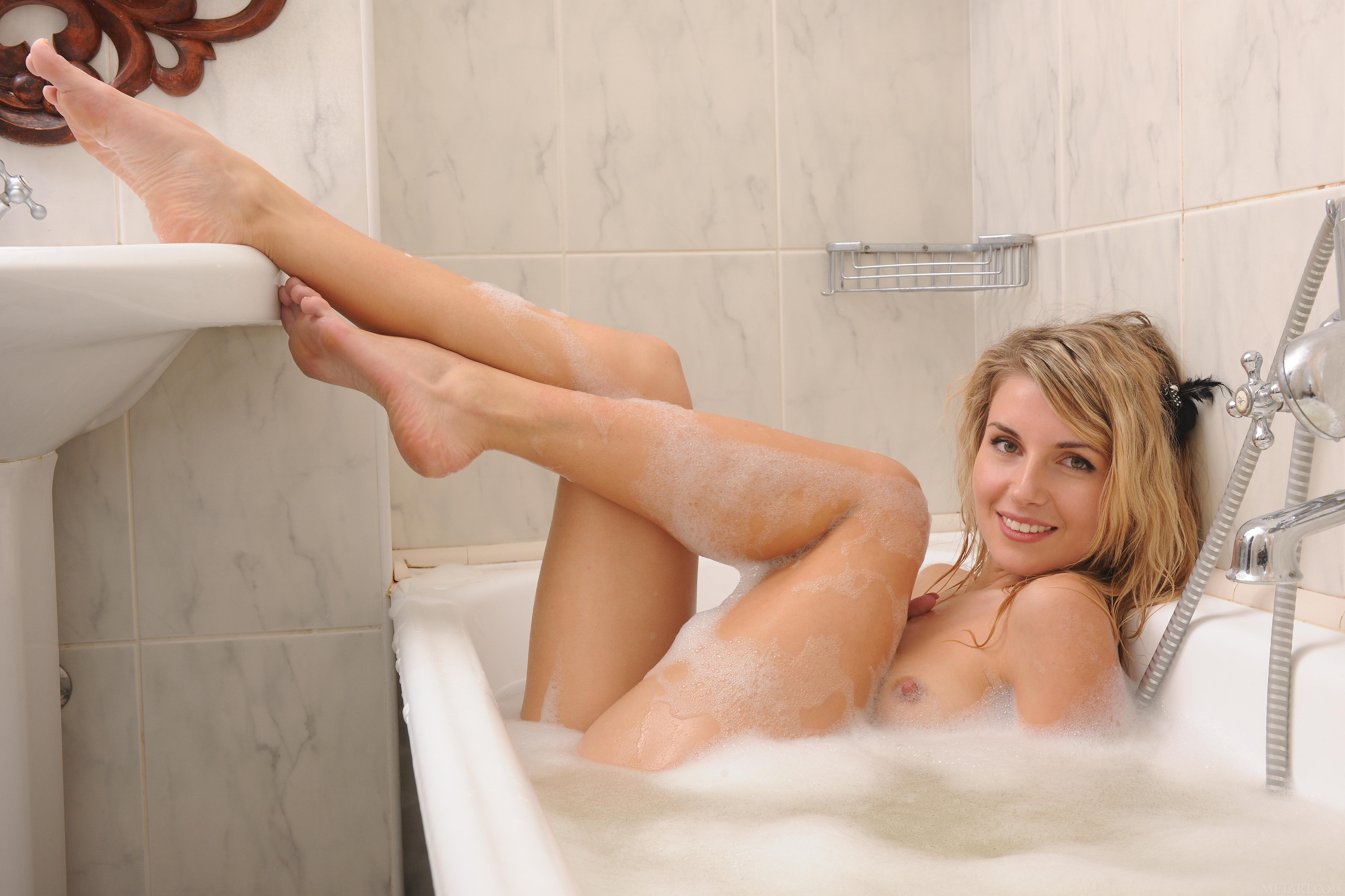 Wallpaper Lisi A, Sexy Girl, Ukrainian, Bath, Foam, Beautiful Female Legs, Lizzie T, Hi-Q, Sexy, Bathtub, Wet, Bathroom, Smile, Sexy Legs, Tits -2587