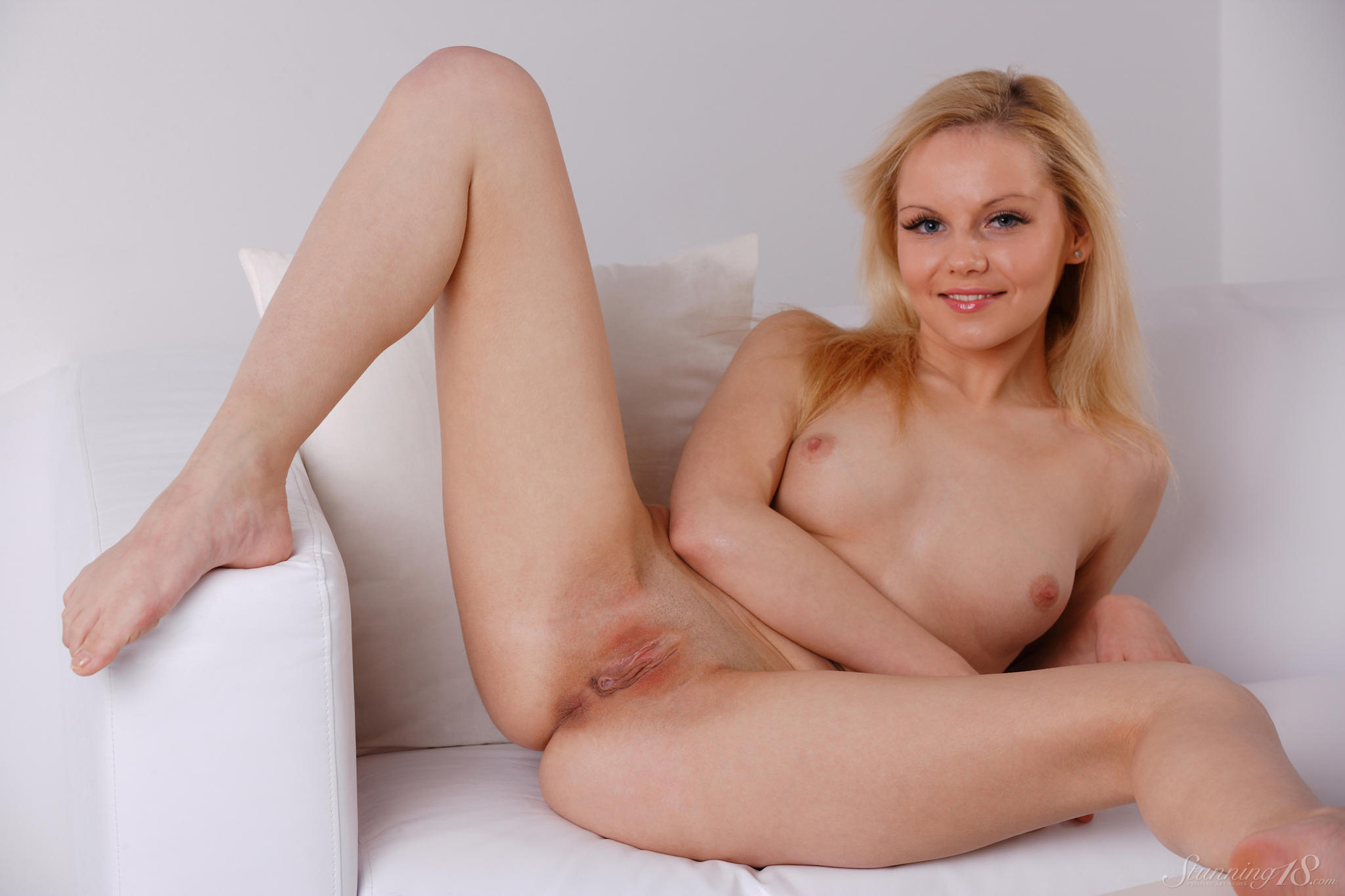 Free hot blondes nude