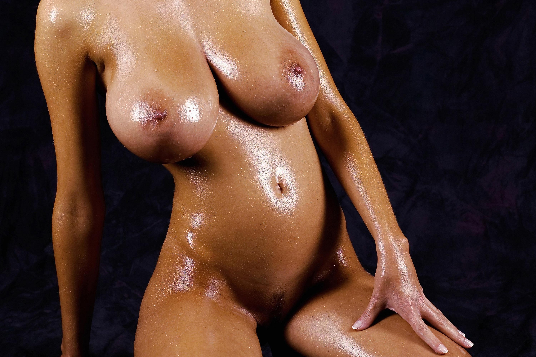 black nude pasing girld