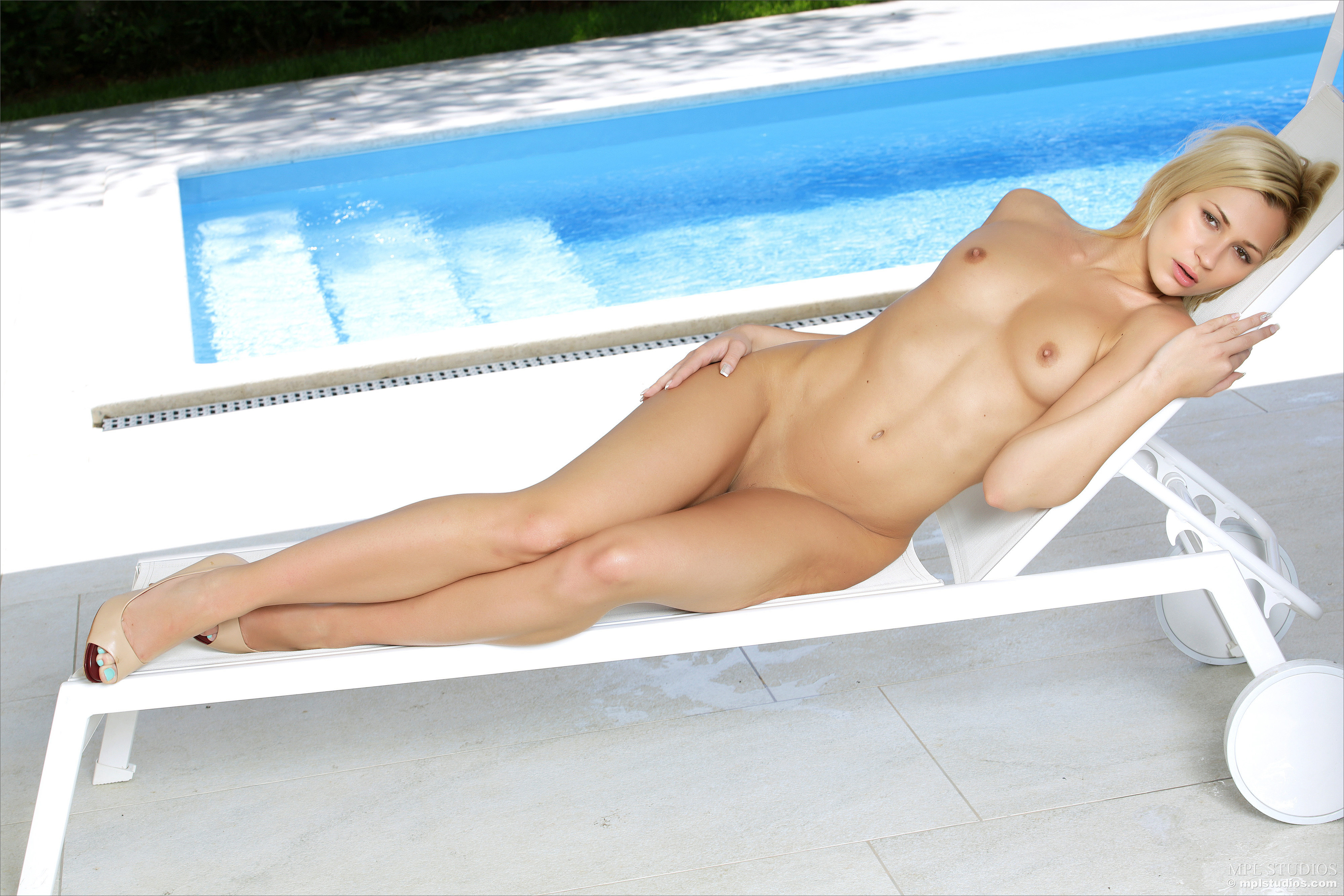 nude sexy hot blonde pale porn gif