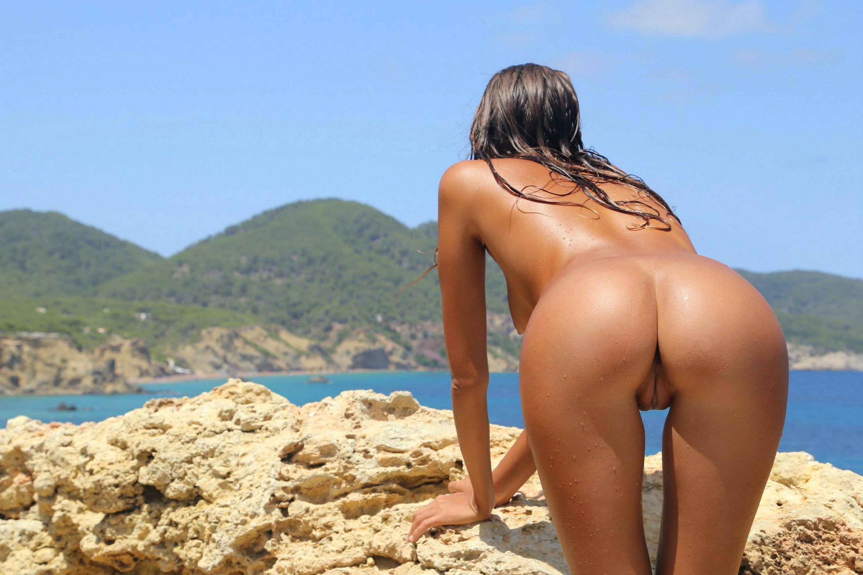 Фото девушек на пляже голых сзади 16 фотография