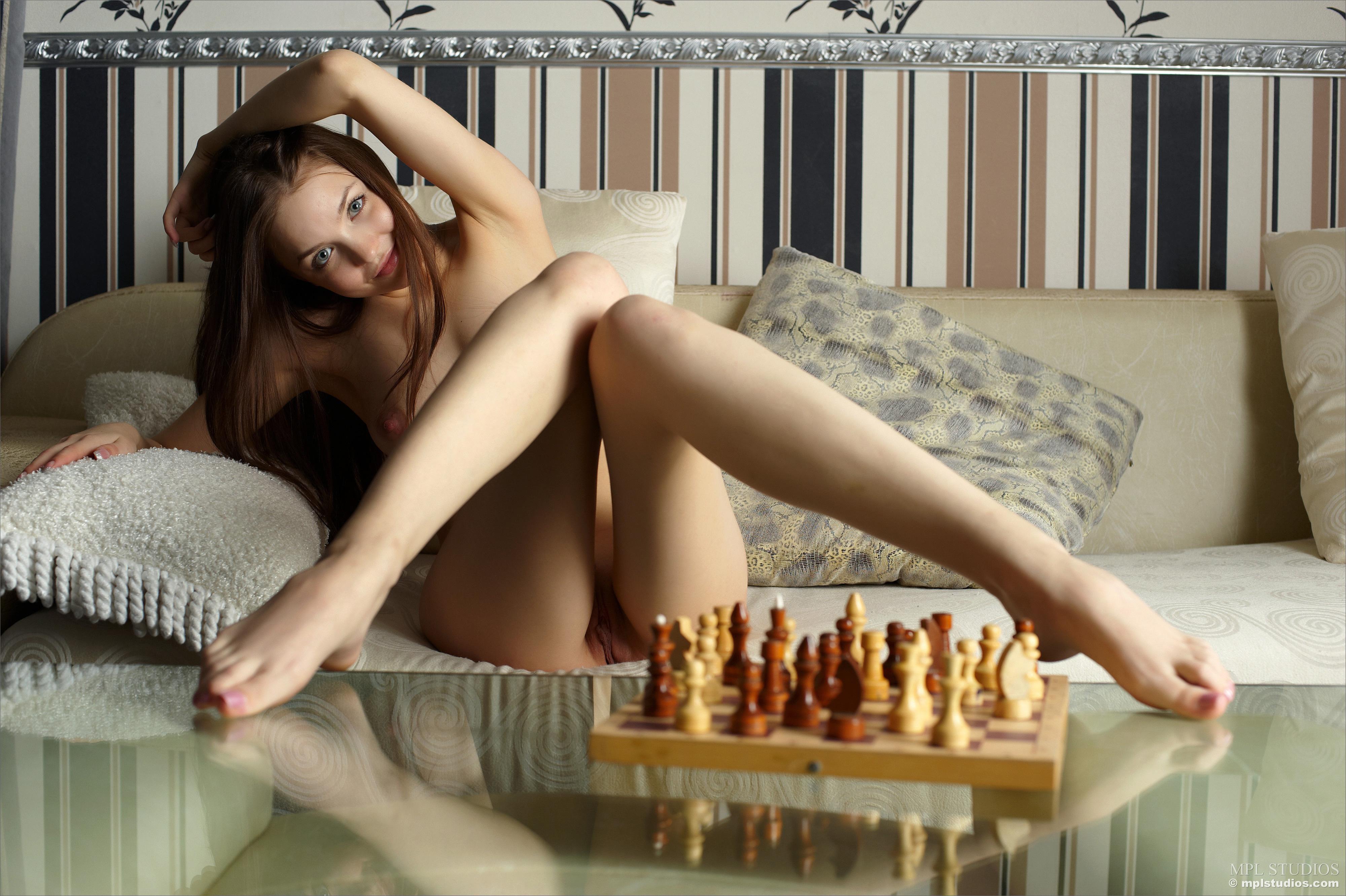 Nude chess