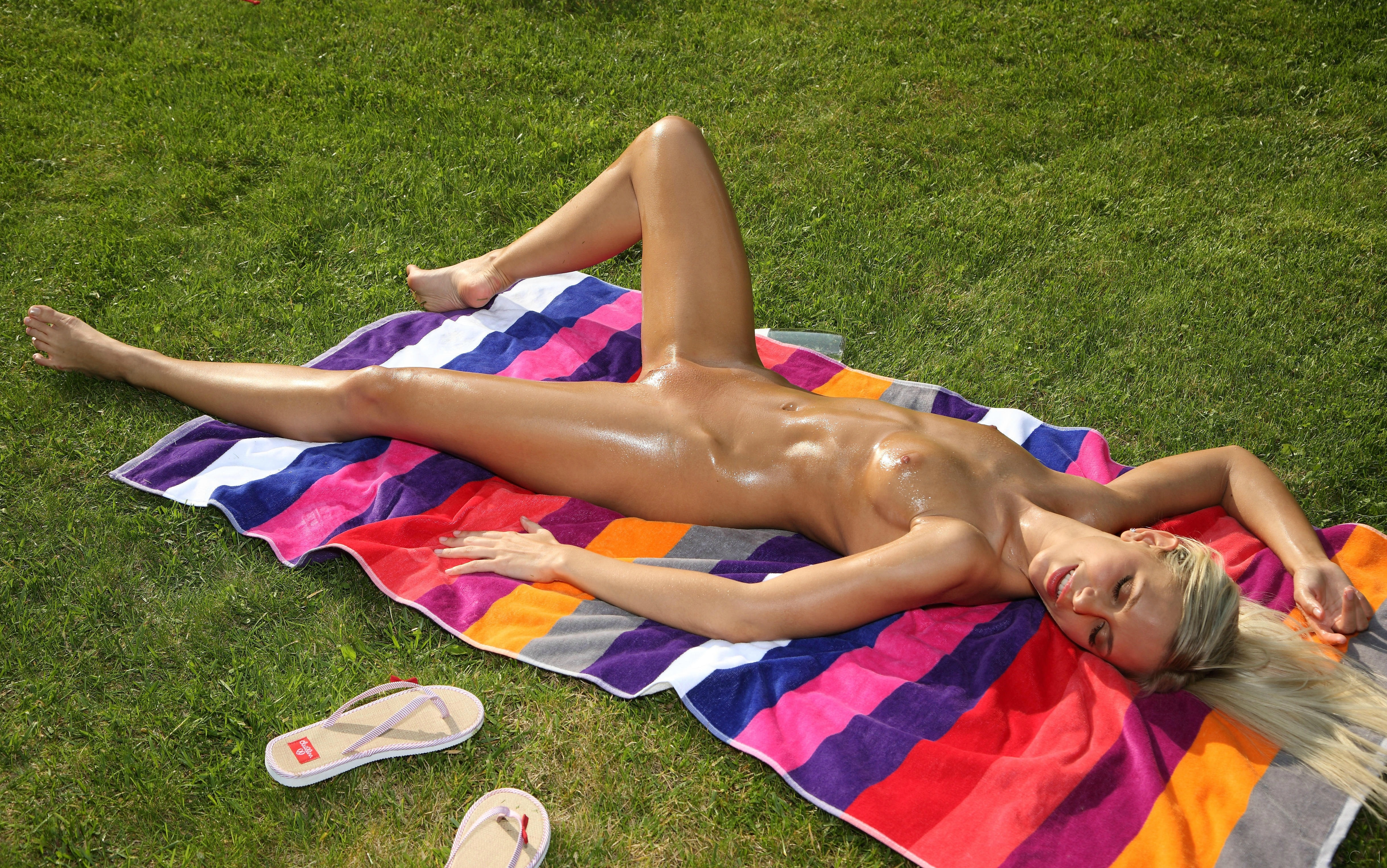 oily babes on towels
